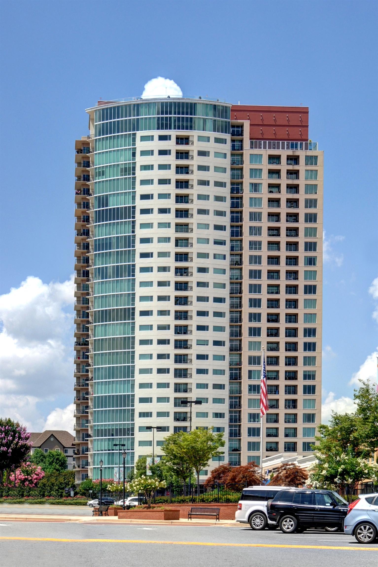 Moradia para Venda às Skyline Views in the heart of the Perimeter 4561 Olde Perimeter Way Atlanta, Geórgia 30346 Estados Unidos