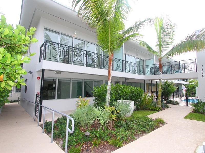 Appartement en copropriété pour l Vente à 2135 Washington Court # WV-8 Miami Beach, Florida 33139 États-Unis