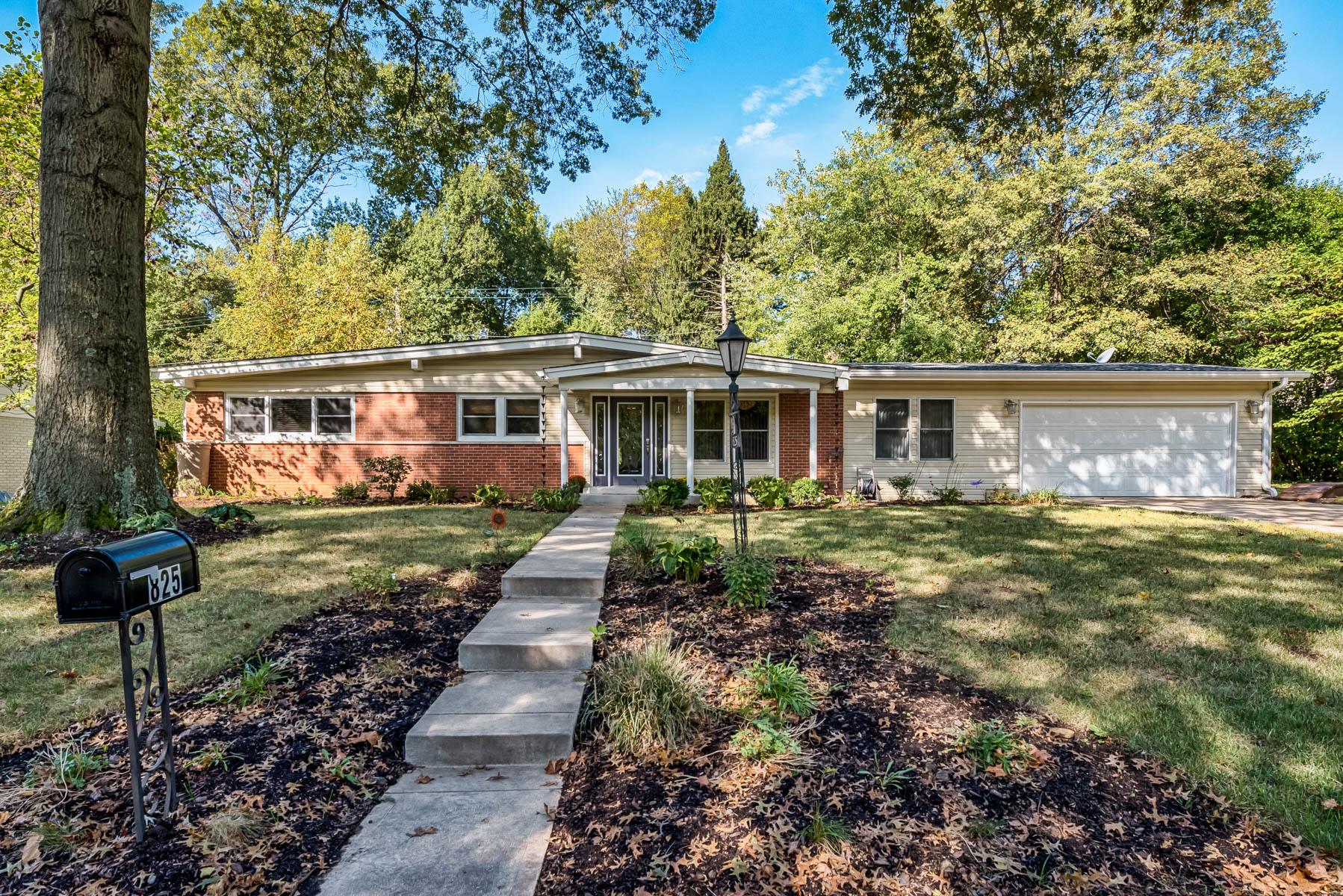 Villa per Vendita alle ore Louwen 825 Louwen Ladue, Missouri 63124 Stati Uniti