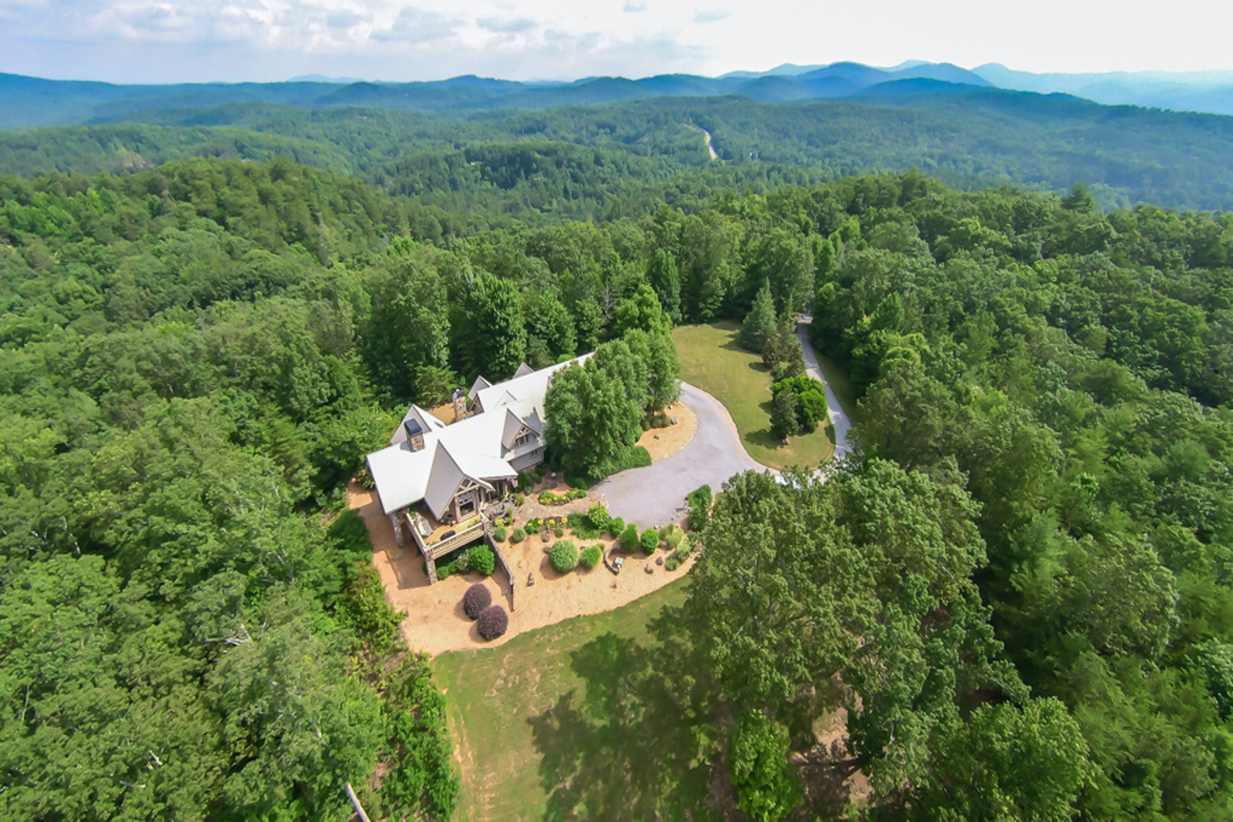 Ферма / ранчо / плантация для того Продажа на Exquisite Lodge On 33 Acres In North Georgia Mountains 1133 Greystone Road Talking Rock, Джорджия 30175 Соединенные Штаты