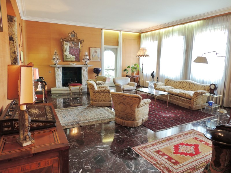 Additional photo for property listing at 30s-style apartment in downtown Milan Via Conservatorio Milano, Milan 20122 Italie
