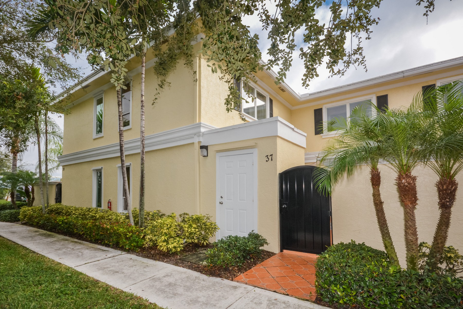 Townhouse for Sale at 1010 NE 8th Ave , 37-F, Delray Beach, FL 33483 1010 NE 8th Ave 37-F Delray Beach, Florida, 33483 United States
