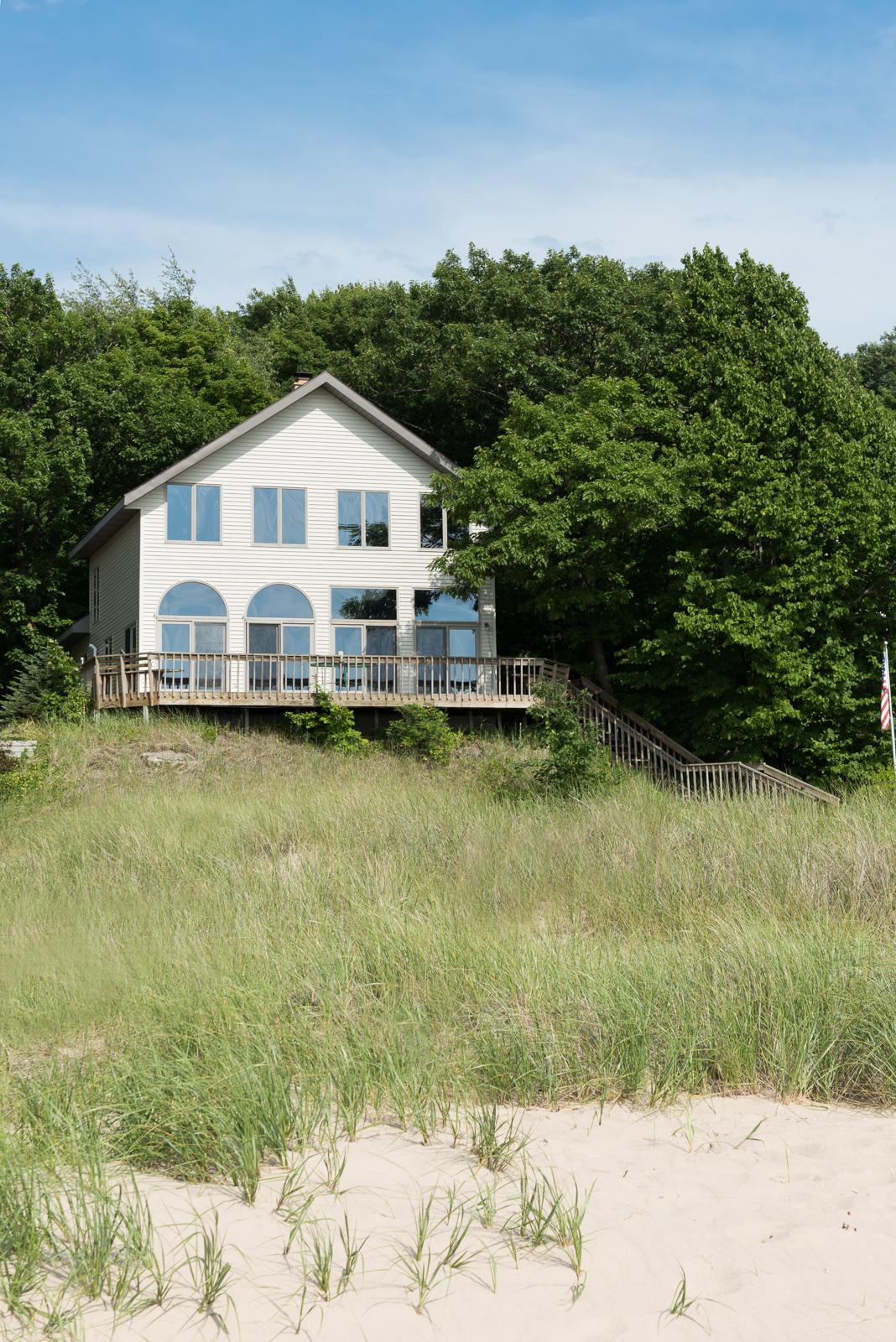 一戸建て のために 売買 アット Exceptional Beach Home 2427 Crescent Walk Macatawa, ミシガン, 49434 アメリカ合衆国