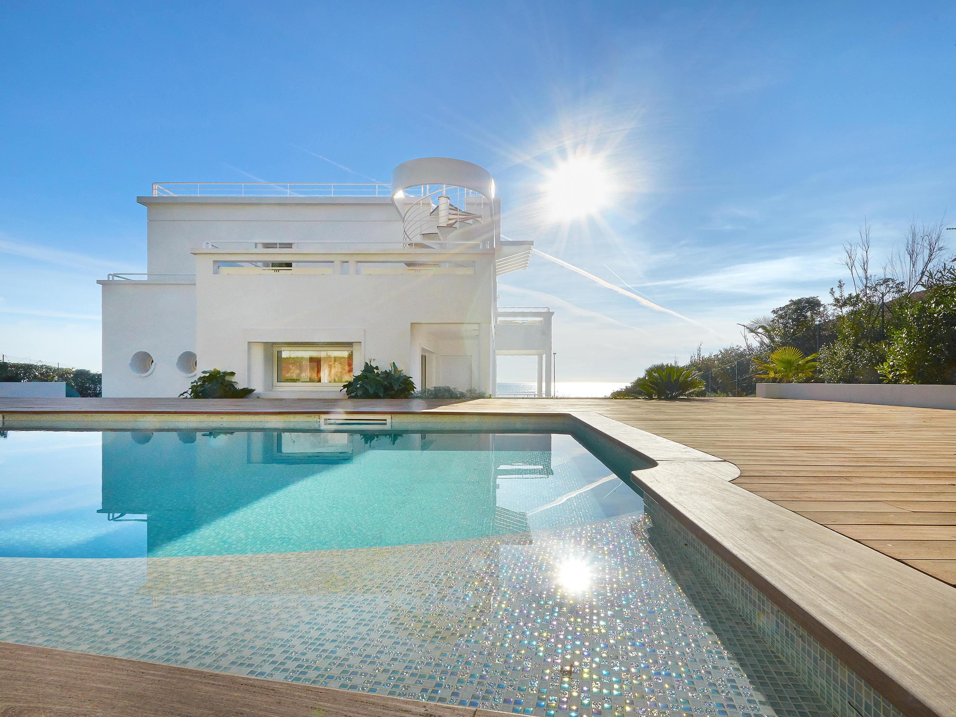 Maison unifamiliale pour l Vente à One of a kind Art Deco estate with private beach. Cap D'Antibes, Provence-Alpes-Cote D'Azur 06160 France