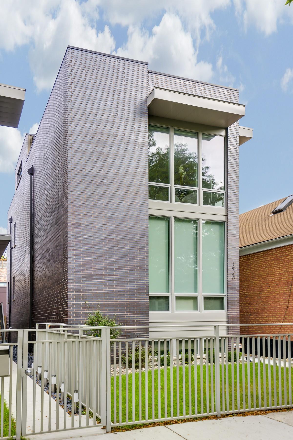 Maison unifamiliale pour l Vente à Hot West TownUkrainian Village Location! 1930 W Erie Street West Town, Chicago, Illinois, 60622 États-Unis