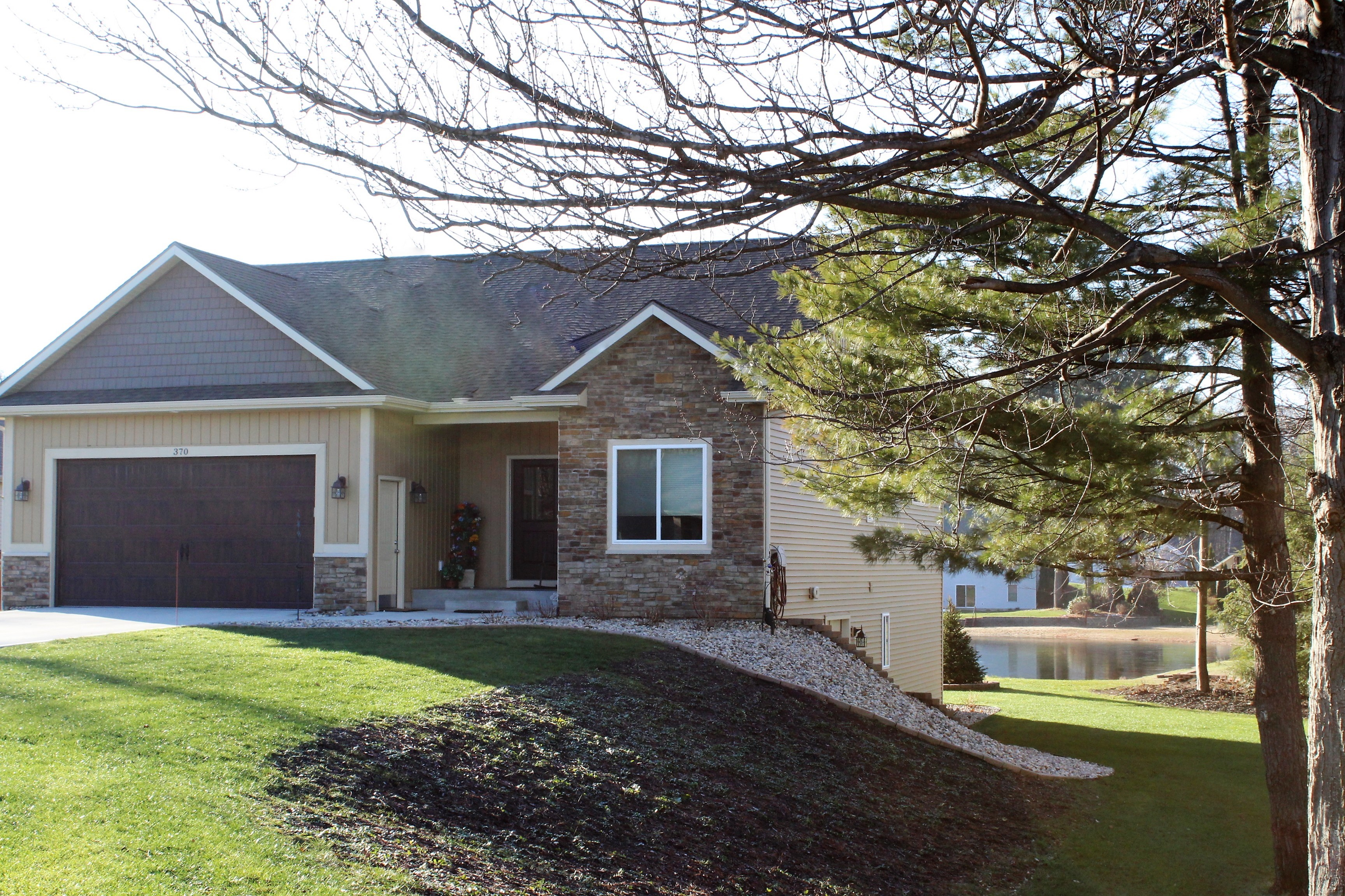 其它住宅 为 销售 在 Secluded Life on the Lake 370 142nd Avenue 霍德兰, 密歇根州, 49424 美国