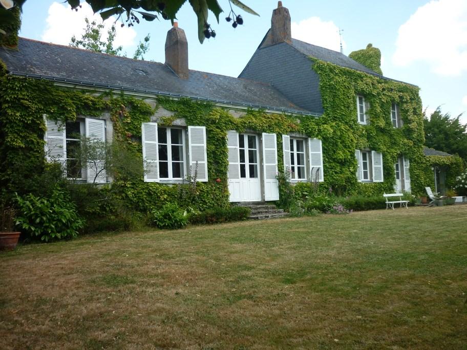 Single Family Home for Sale at TRES JOLIE MAISON ANCIENNE DE CARACTERE, DANS UN SUPERBE ECRIN DE VERDURE Other Pays De La Loire, Pays De La Loire 44800 France
