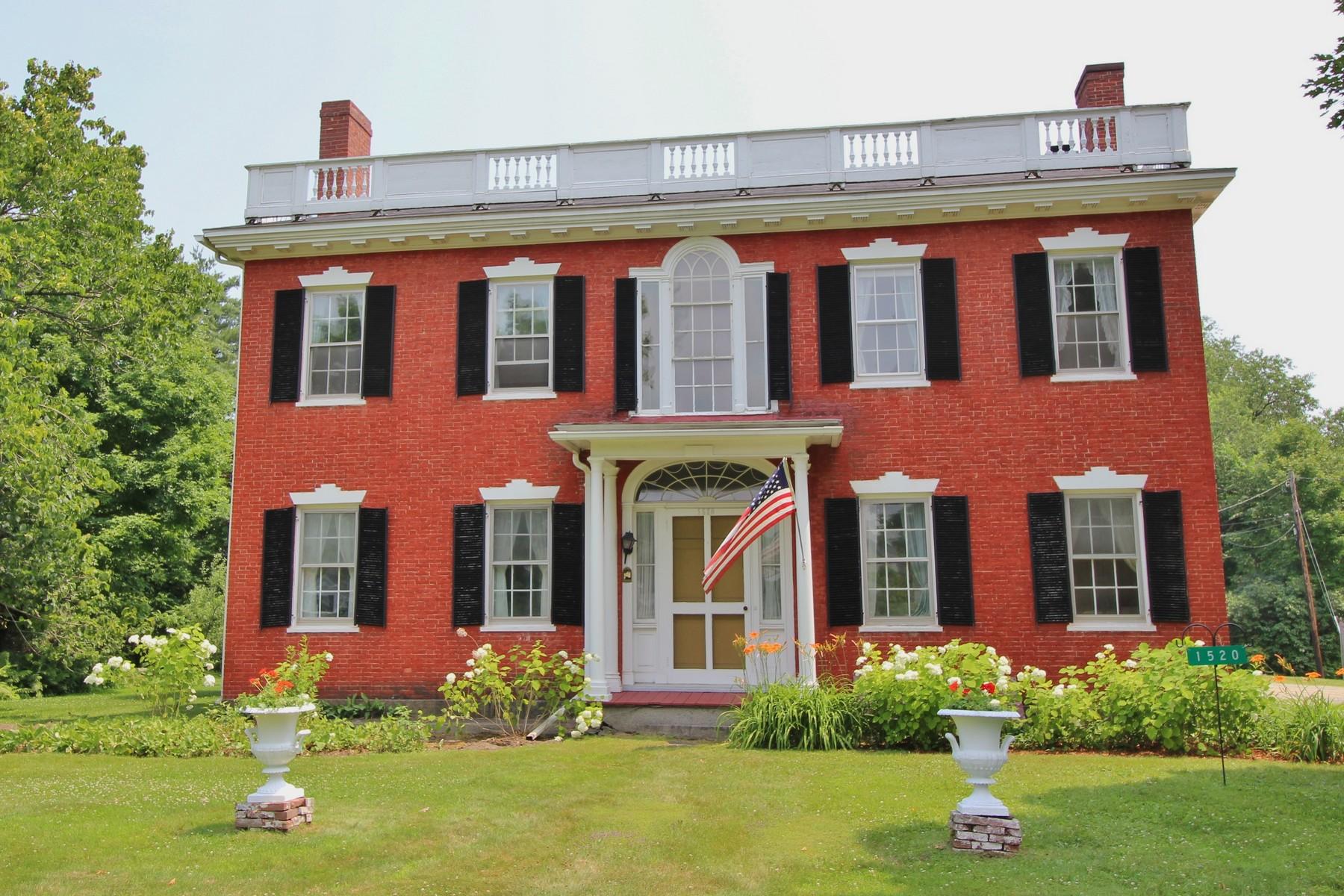 단독 가정 주택 용 매매 에 The Paddock House 1520 Main St St. Johnsbury, 베르몬트, 05819 미국