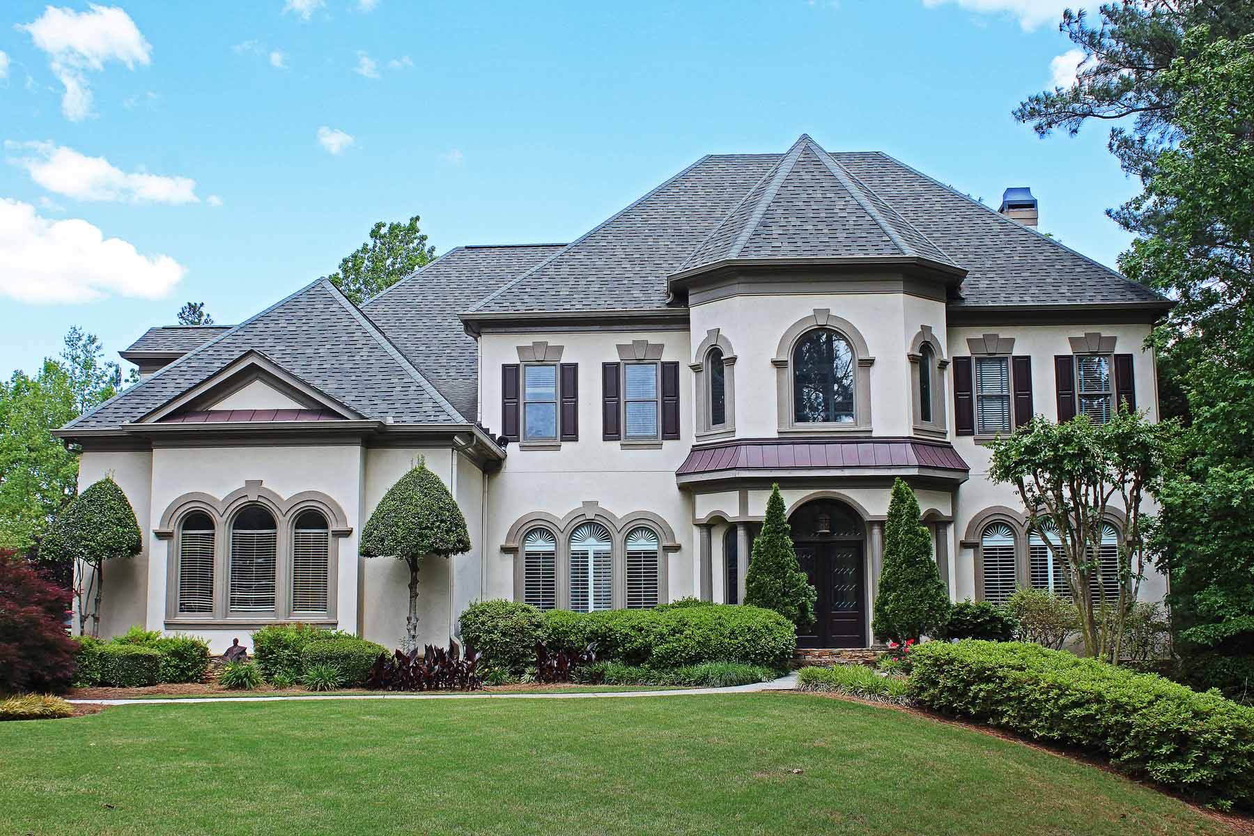 Casa Unifamiliar por un Venta en Magnificent Estate With Beautiful Outdoor Entertaining 1006 Tullamore Place Alpharetta, Georgia, 30022 Estados Unidos
