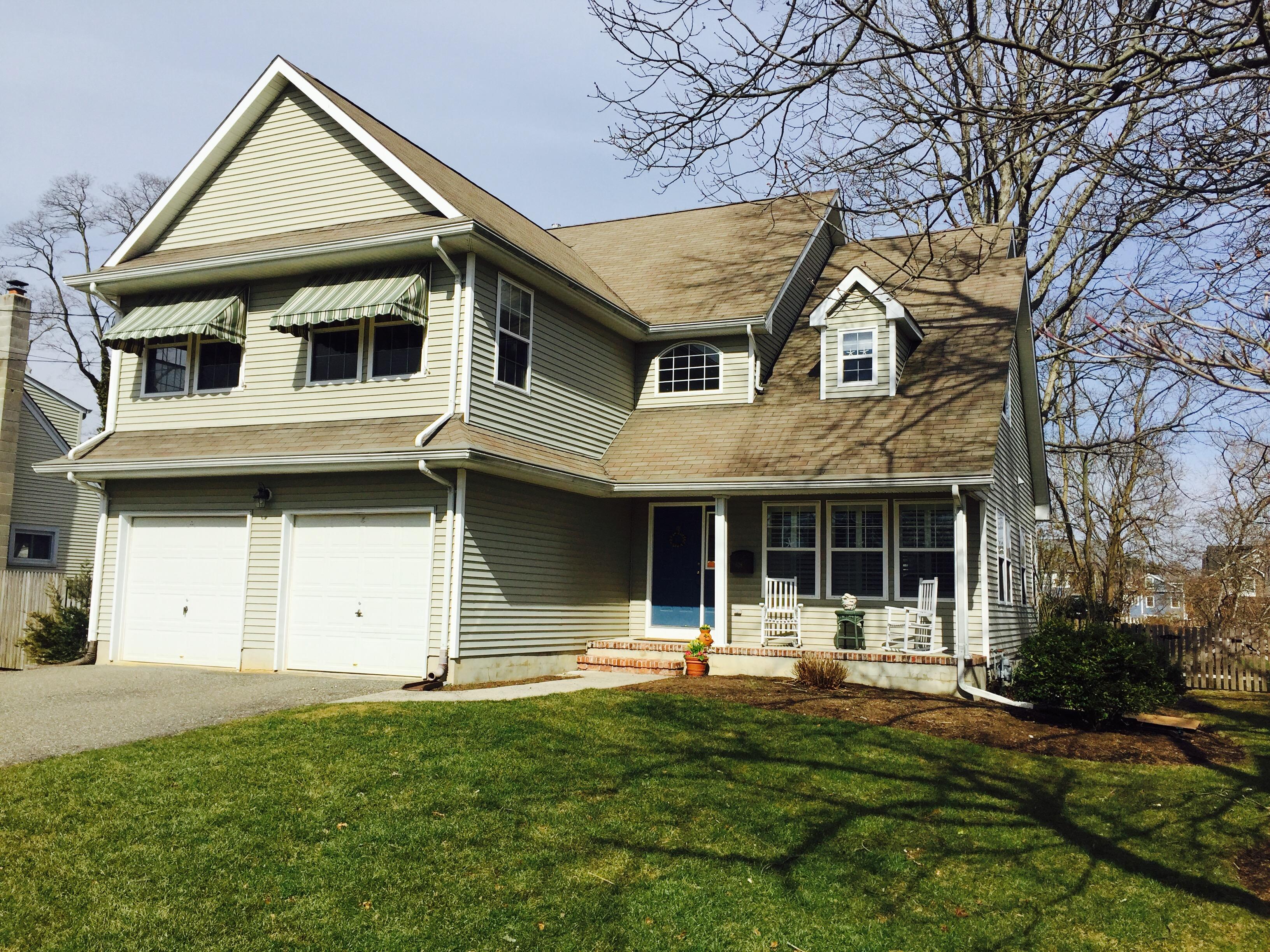 Maison unifamiliale pour l Vente à Wonderful Open Floor Plan! 628 Woodland Avenue Brielle, New Jersey, 08730 États-Unis