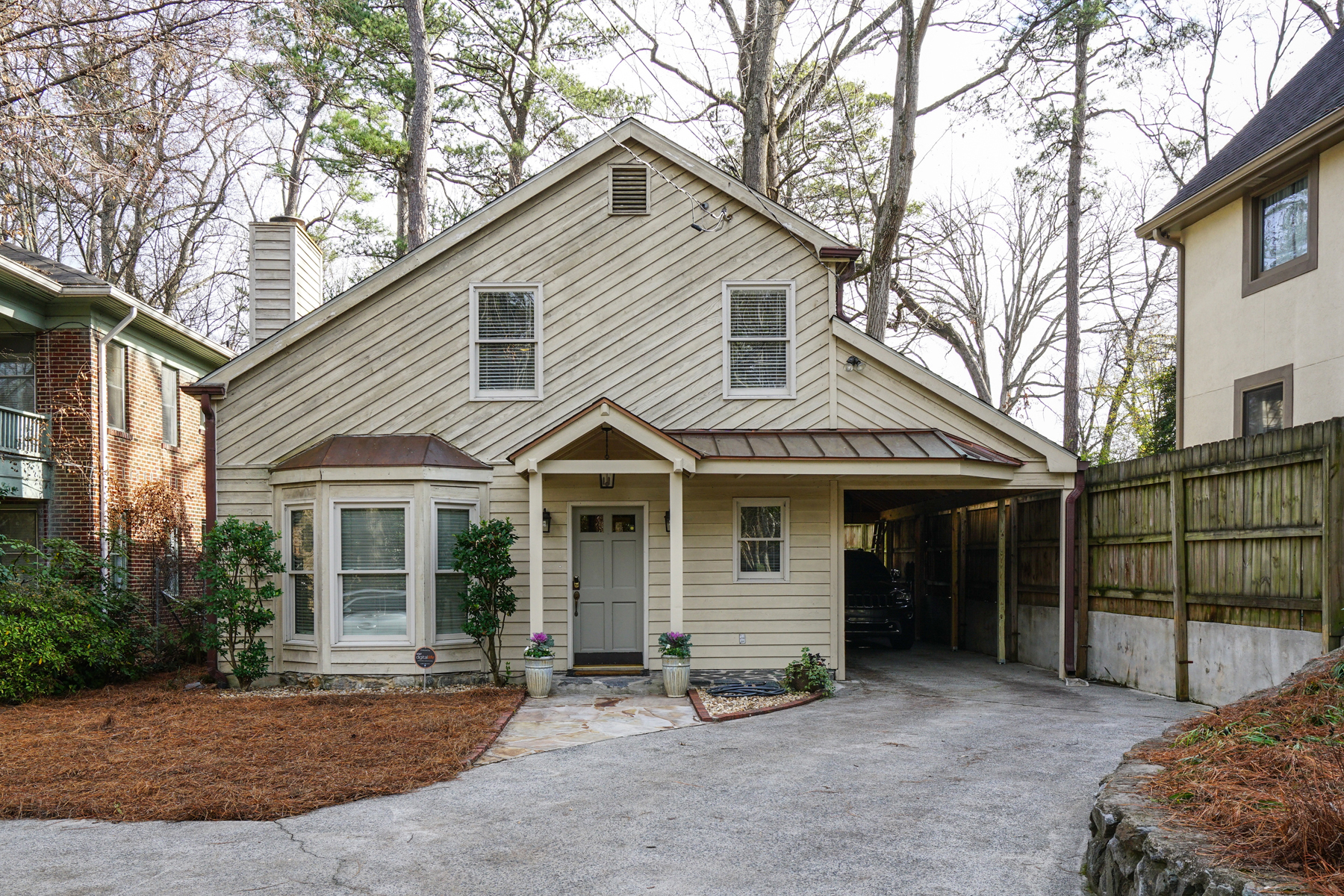 Частный односемейный дом для того Продажа на The Coolest House In Morris Brandon School District 2059 Northside Drive NW Atlanta, Джорджия, 30305 Соединенные Штаты