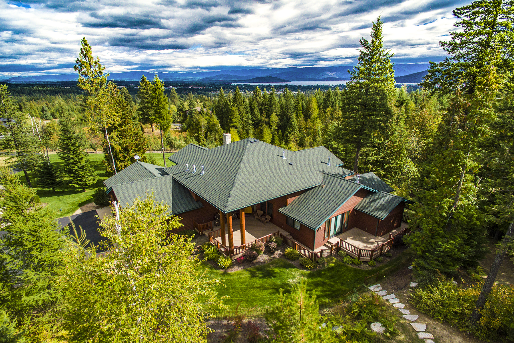 独户住宅 为 销售 在 Stunning Contemporary Mountain View Home 444 Ravenwood Dr 桑德波因特, 爱达荷州, 83864 美国
