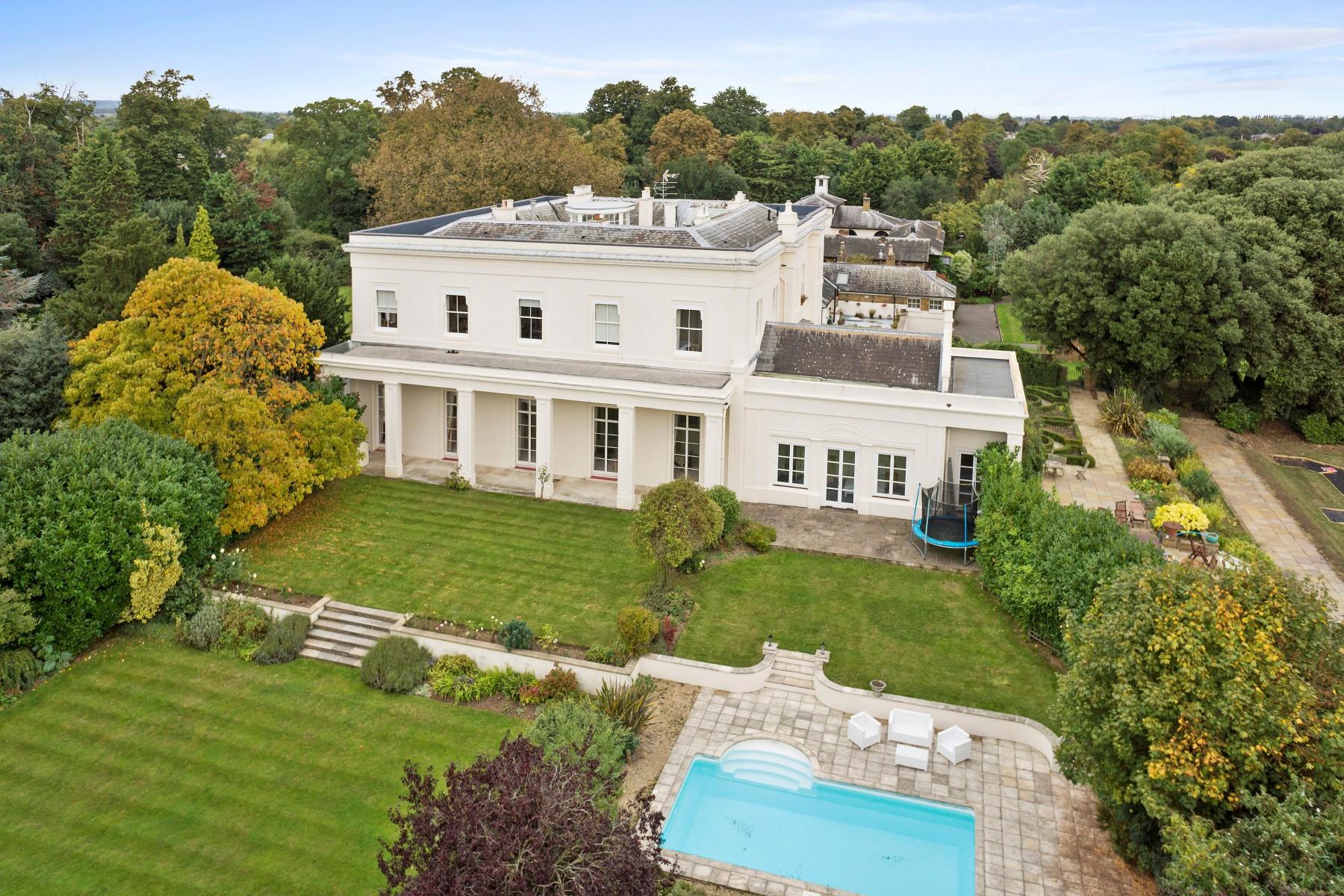 Appartement pour l Vente à Laleham 1 Laleham Abbey Laleham Park Middlesex, Angleterre, TW181SZ Royaume-Uni