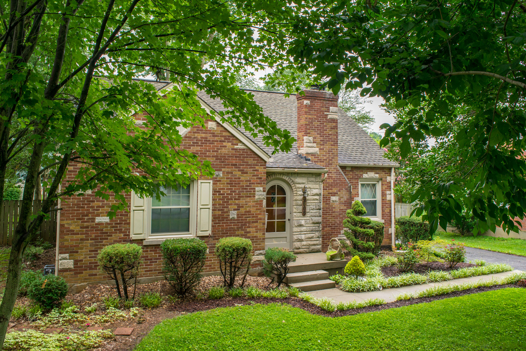 Single Family Home for Sale at 2806 Woodward Drive Louisville, Kentucky 40220 United States