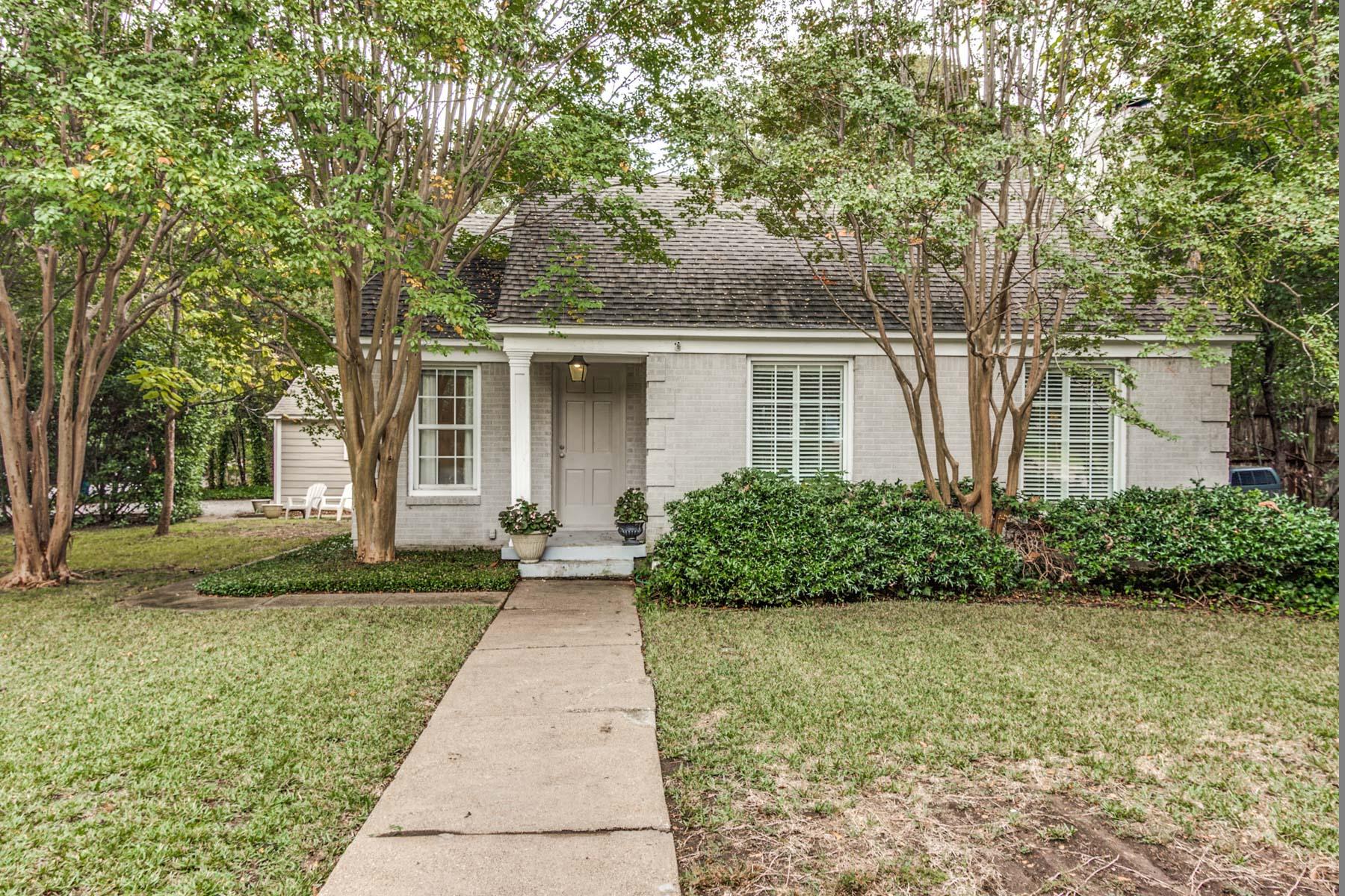 Villa per Vendita alle ore Charming Bluffview Cottage 4304 N. Cresthaven Road Dallas, Texas, 75209 Stati Uniti