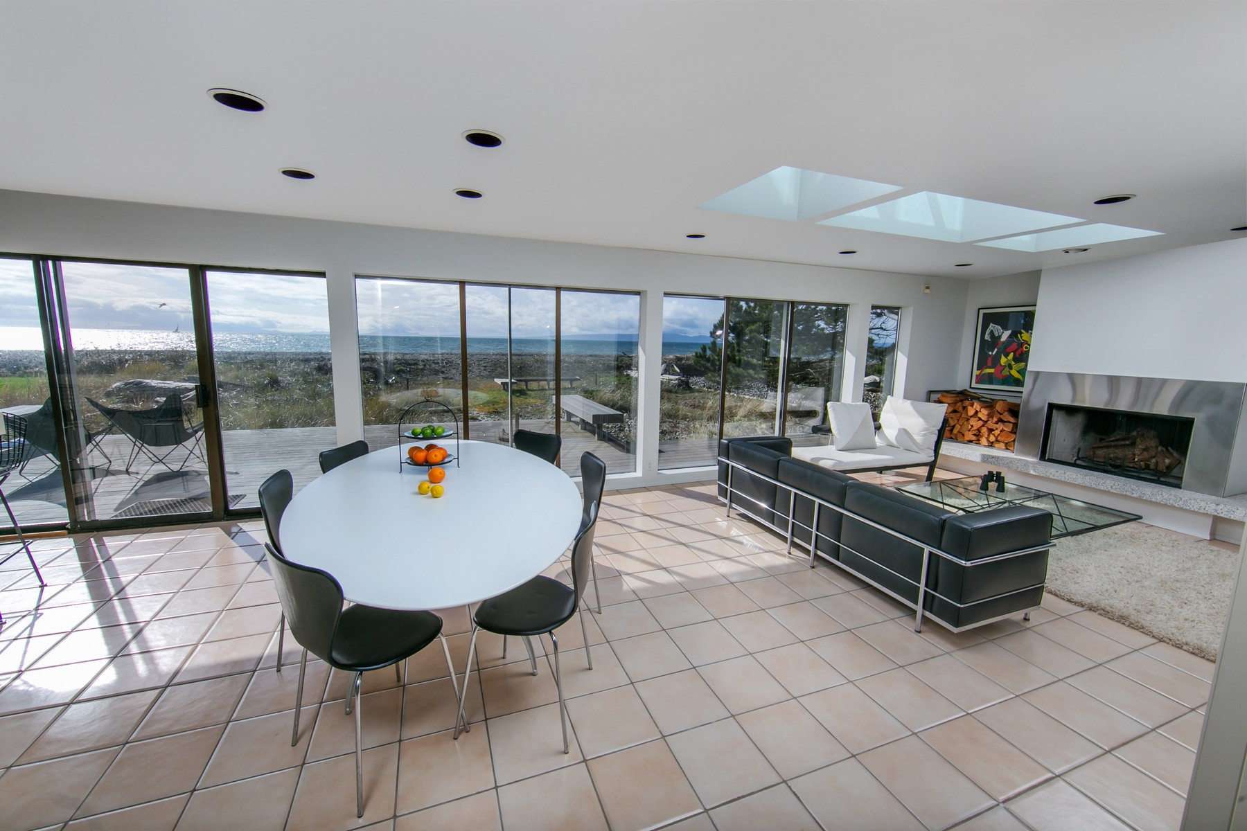 Additional photo for property listing at Beautiful Oceanfront Home in Point Roberts, Washington 1613 Edwards Drive Point Roberts, Washington 98281 United States