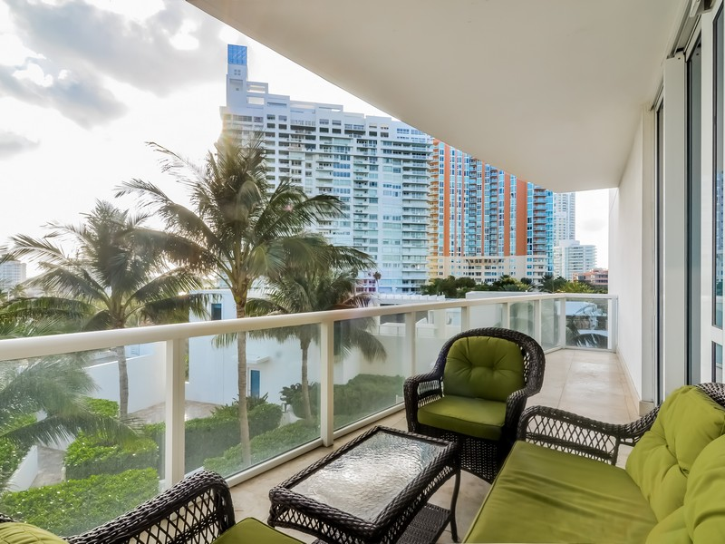 Nhà chung cư vì Bán tại 50 S POINTE DR #704 Miami Beach, Florida 33139 Hoa Kỳ