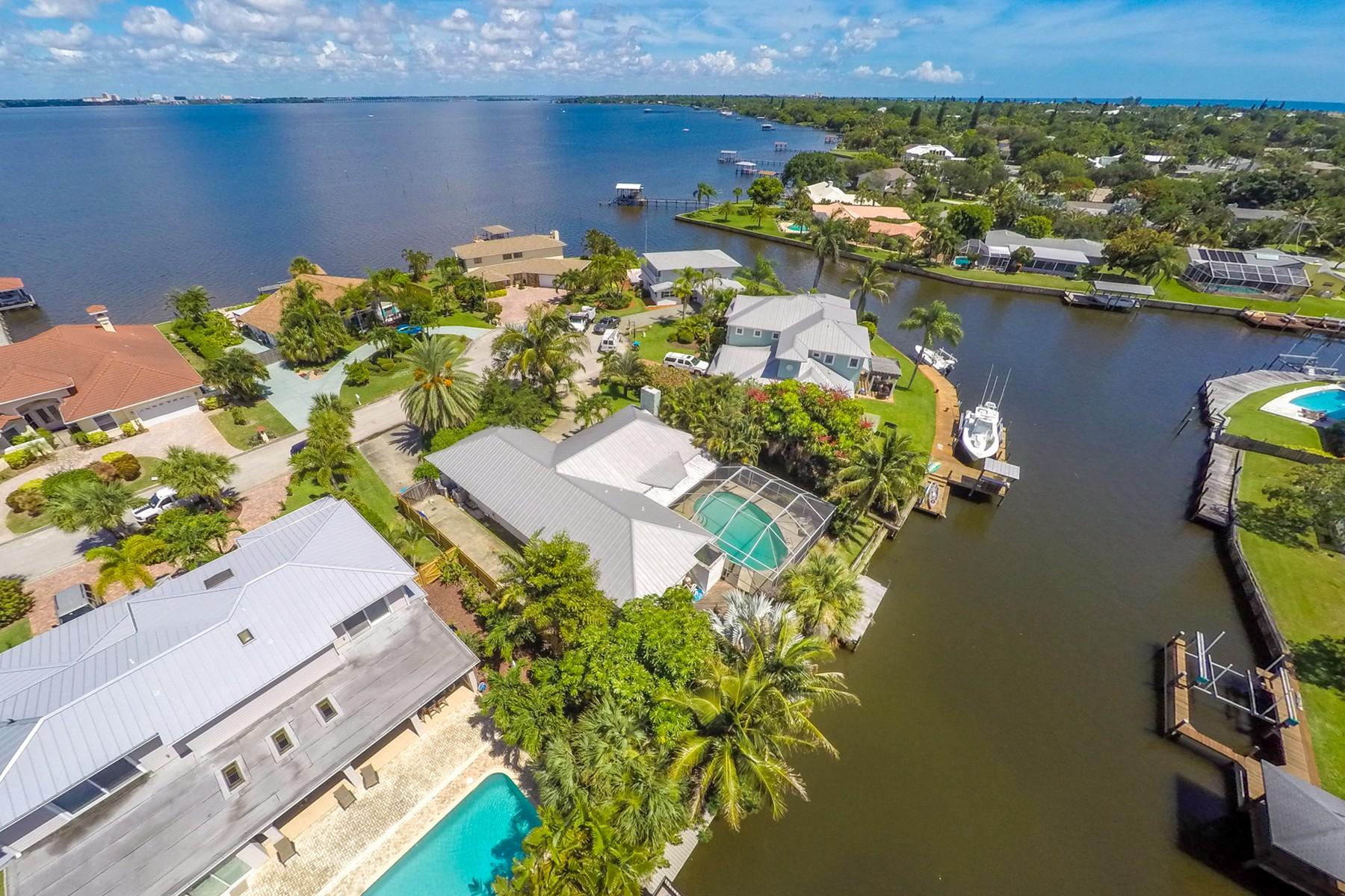 Maison unifamiliale pour l Vente à 446 Riverview Lane Melbourne Beach, Florida, 32951 États-Unis