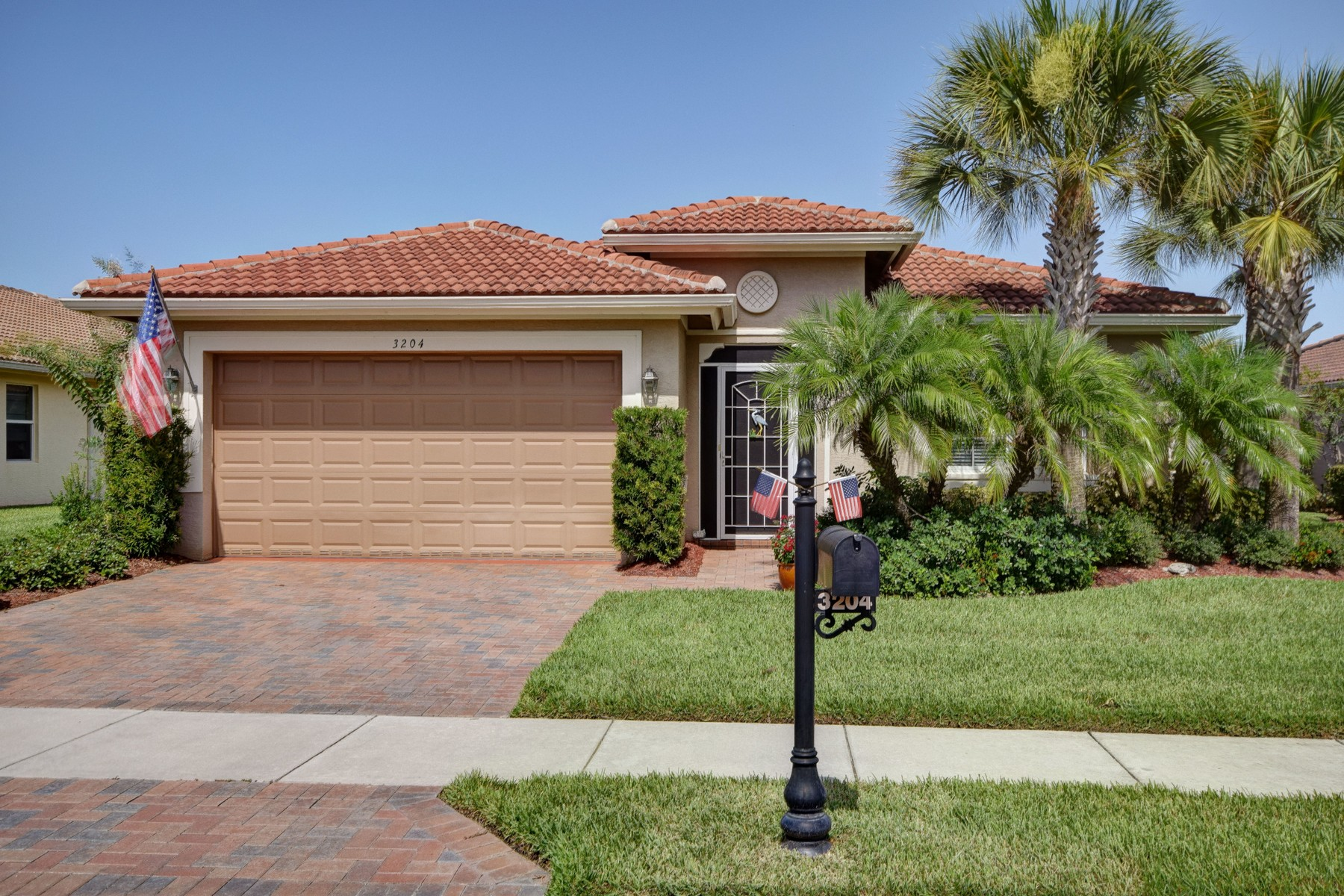 Single Family Home for Sale at Savvy lakefront home in Woodfield 3204 Astor Avenue Vero Beach, Florida 32966 United States