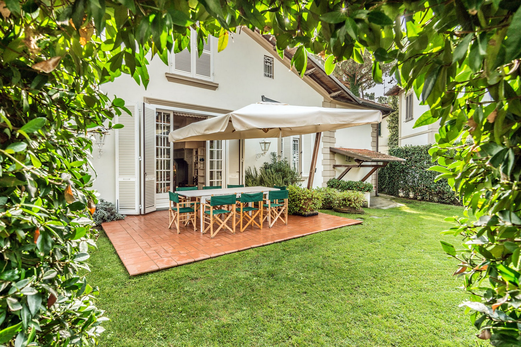 Additional photo for property listing at Incomparable property in Forte dei Marmi Roma Imperiale Forte Dei Marmi, Lucca 50100 Italy