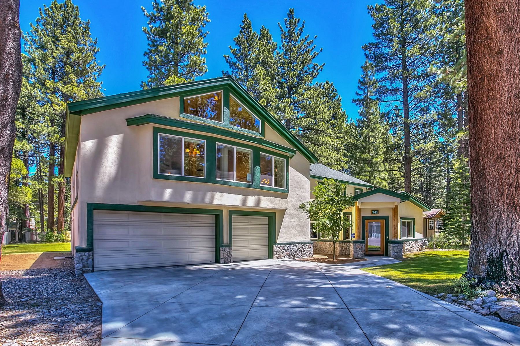 Single Family Home for Sale at 745 Eloise Avenue South Lake Tahoe, California, 96150 Lake Tahoe, United States