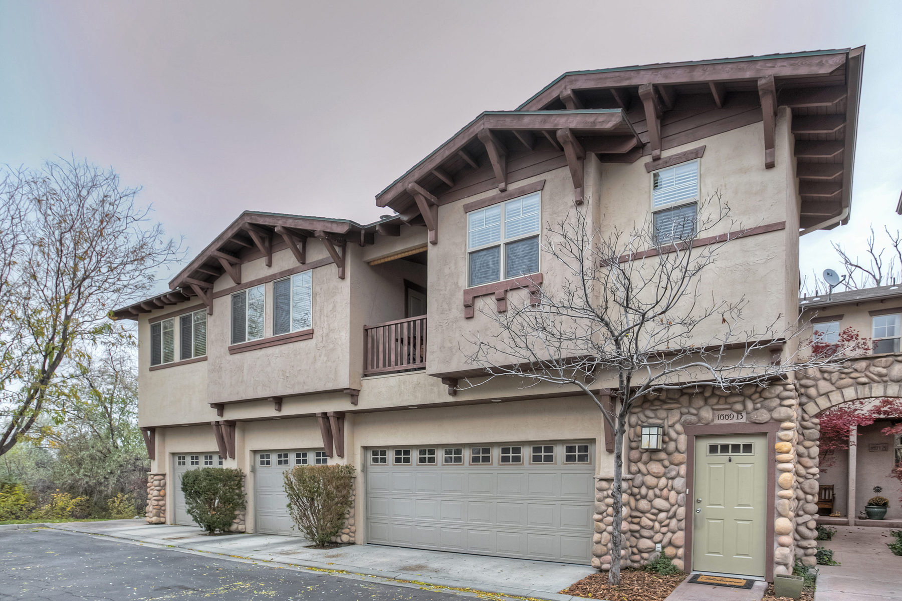 Single Family Home for Sale at Top Floor South Facing Townhome 1669 Roycroft Pl #B Salt Lake City, Utah 84124 United States
