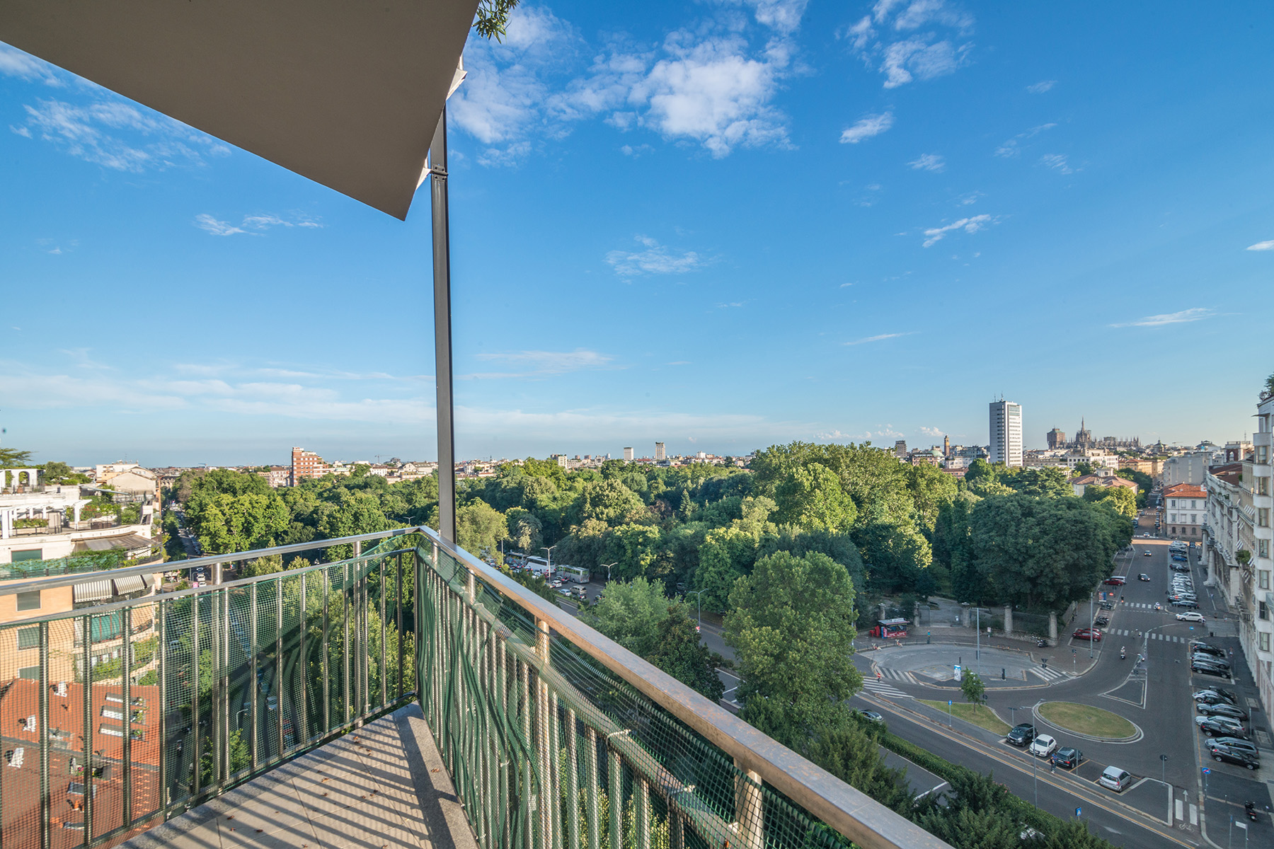 Additional photo for property listing at Panoramic penthouse with amazing view over the city centre Piazza della Repubblica Milano, Milan 20100 Italia