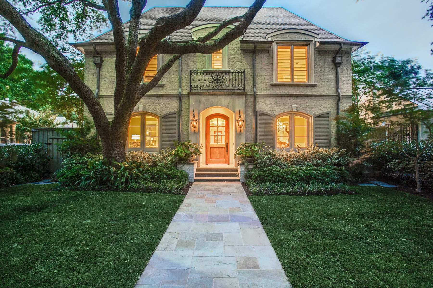 Villa per Vendita alle ore Lovely French Traditional in Highland Park 4604 Livingston Avenue Dallas, Texas, 75209 Stati Uniti