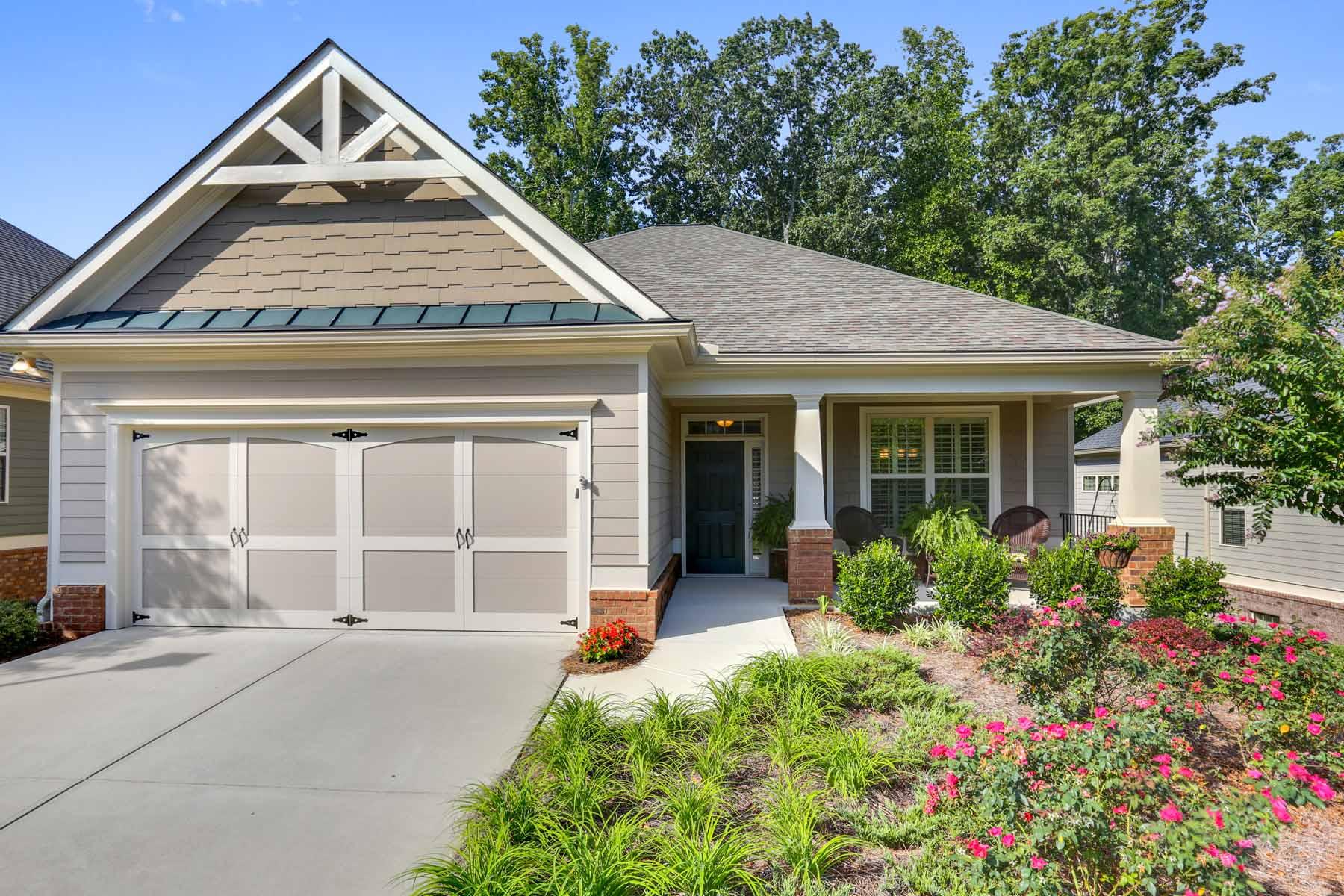 Einfamilienhaus für Verkauf beim Luxury Maintenance Free Living 1165 Creek Vista Drive Cumming, Georgia, 30041 Vereinigte Staaten