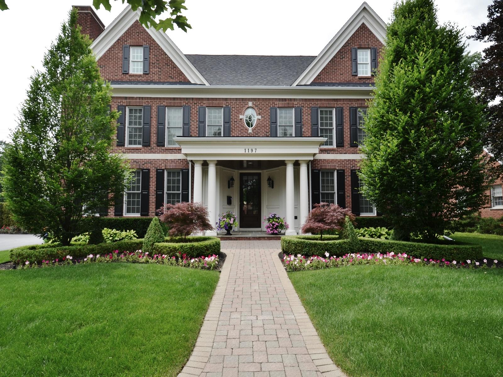Maison unifamiliale pour l Vente à Birmingham 1197 Pilgrim Avenue Birmingham, Michigan 48009 États-Unis