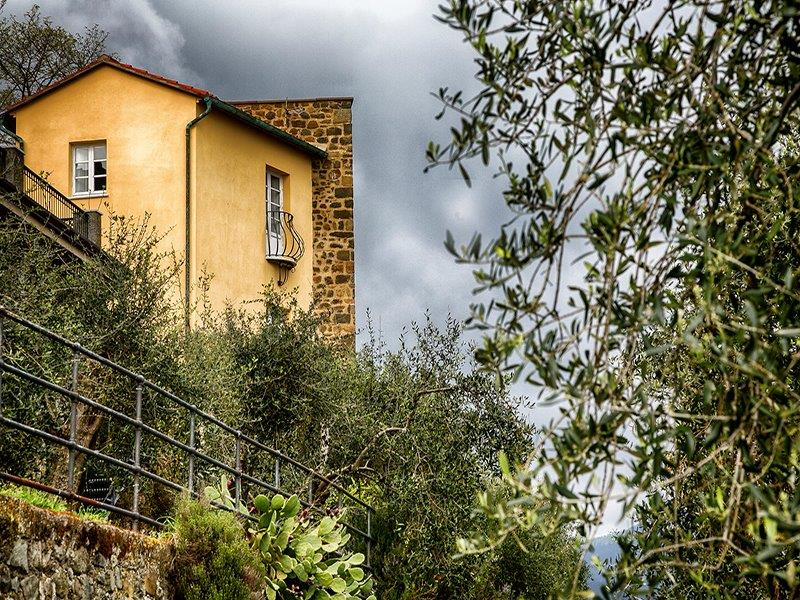 Additional photo for property listing at Graceful home in medieval watchtower Ortonovo Ortonovo, La Spezia 19034 Italia