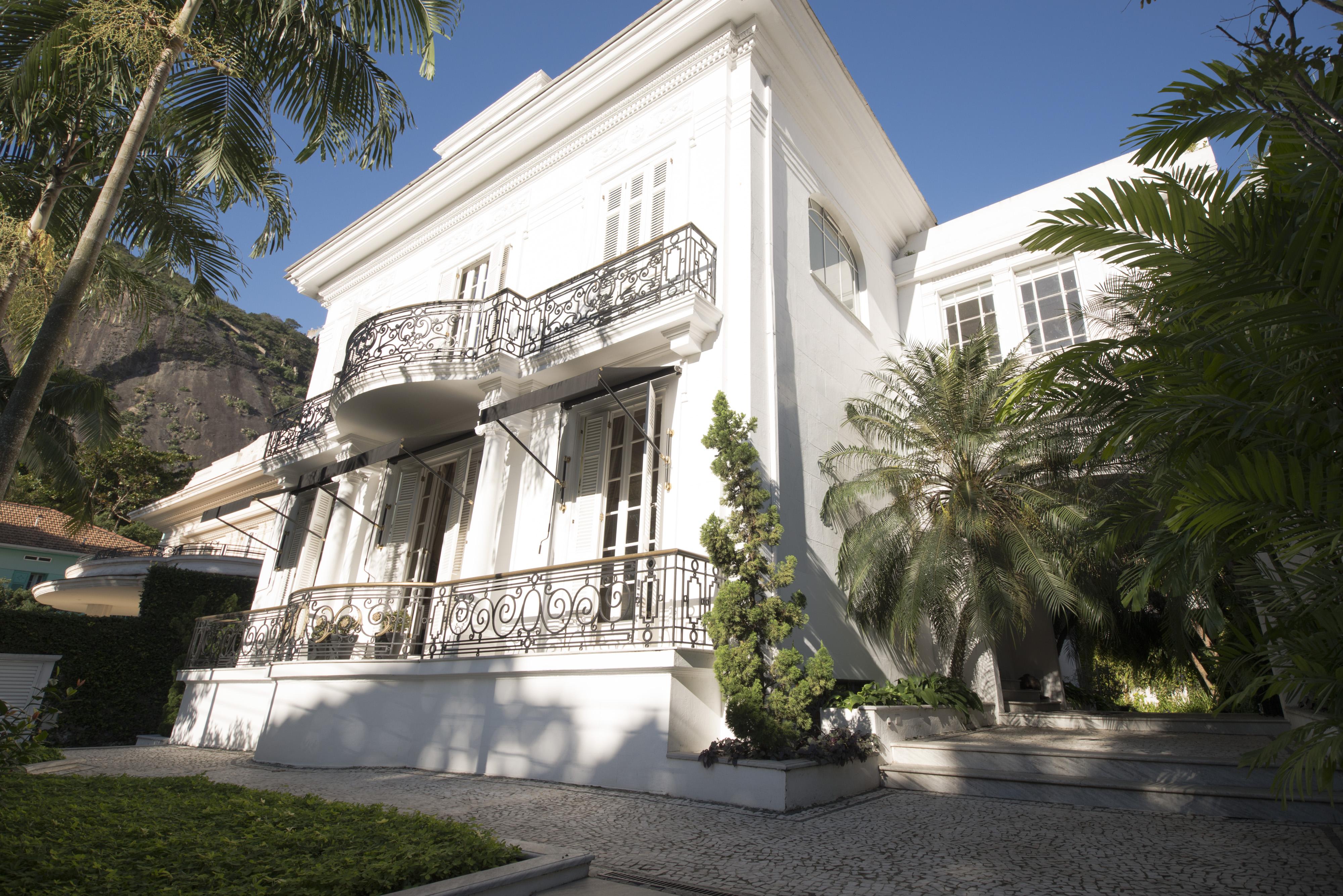 Частный односемейный дом для того Продажа на XX Century Mansion Rua Urbano Santos Rio De Janeiro, Рио-Де-Жанейро, 22290260 Бразилия