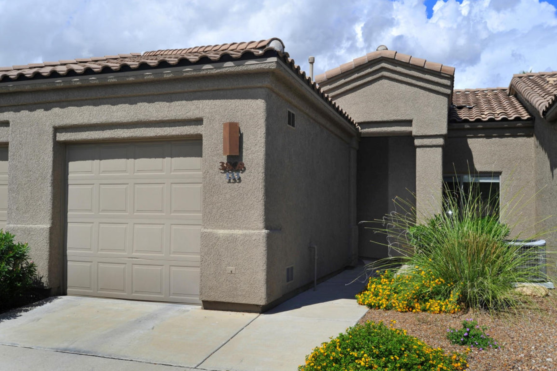 Condomínio para Venda às Fantastic central Foothills gated home with just the right amount of space 3869 N Forest Park Drive #133 Tucson, Arizona 85718 Estados Unidos
