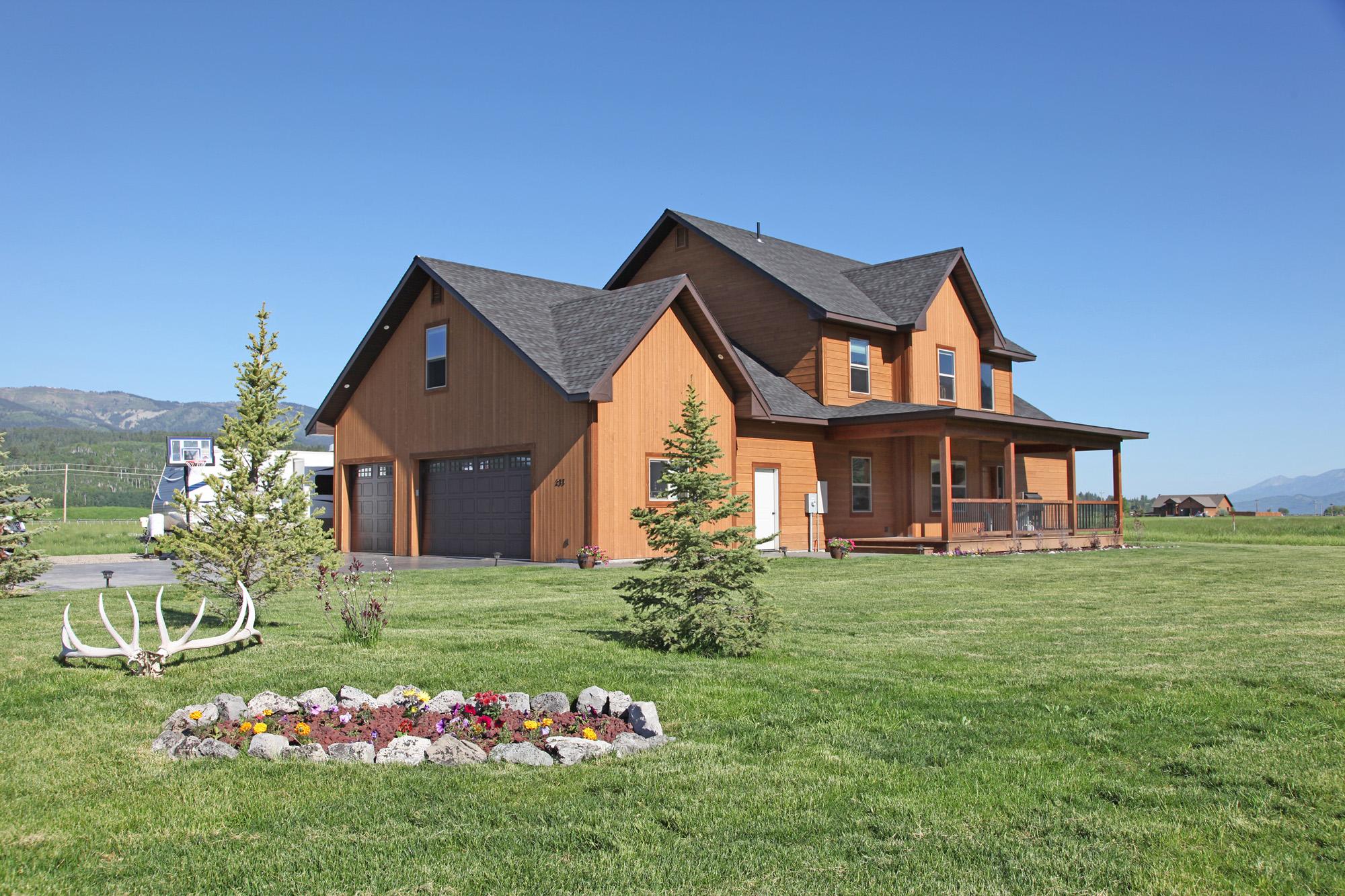Casa para uma família para Venda às Beautifully appointed NEW home 233 Buffalo Drive Alpine, Wyoming 83128 Estados Unidos