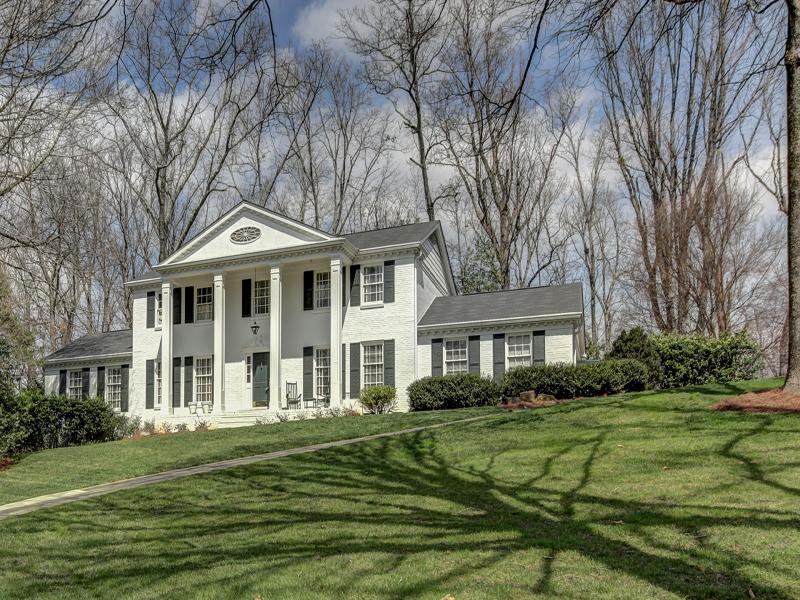 Casa Unifamiliar por un Venta en Stunning Southern Setting 695 Fair Oaks Manor Sandy Springs, Georgia 30327 Estados Unidos