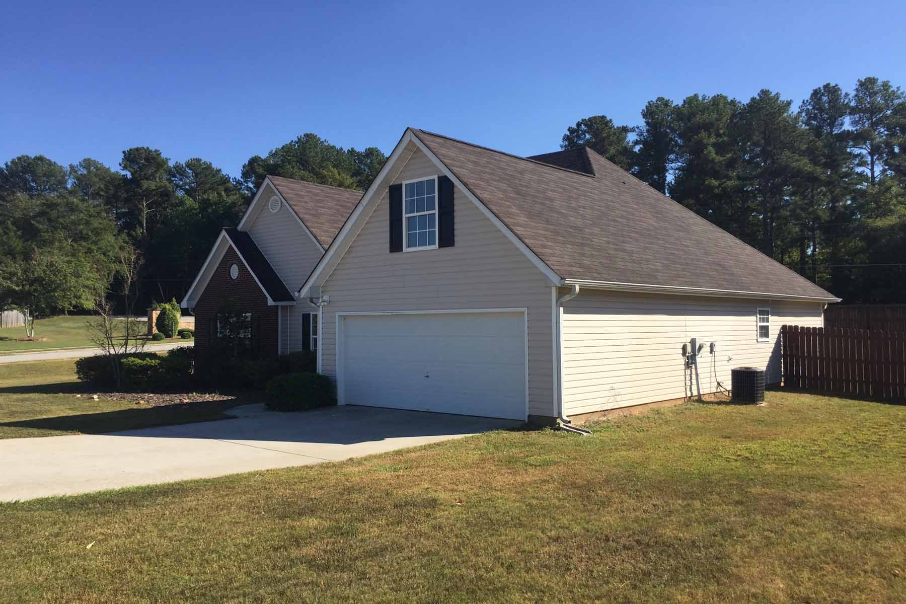 Additional photo for property listing at A Gwinnett Ranch Home with Bonus Room on Spacious Fenced Corner Lot 3396 Madison Ridge Trail Snellville, 조지아 30039 미국