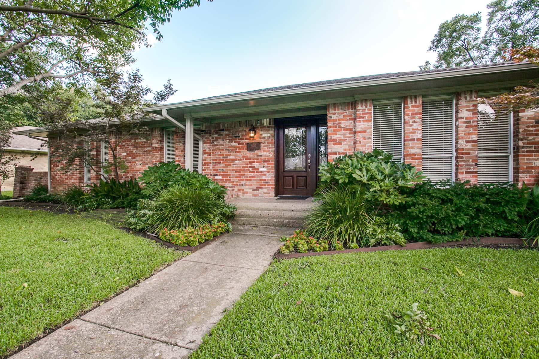 Maison unifamiliale pour l Vente à Caruth Terrace Traditional 6152 Chesley Lane Dallas, Texas, 75214 États-Unis