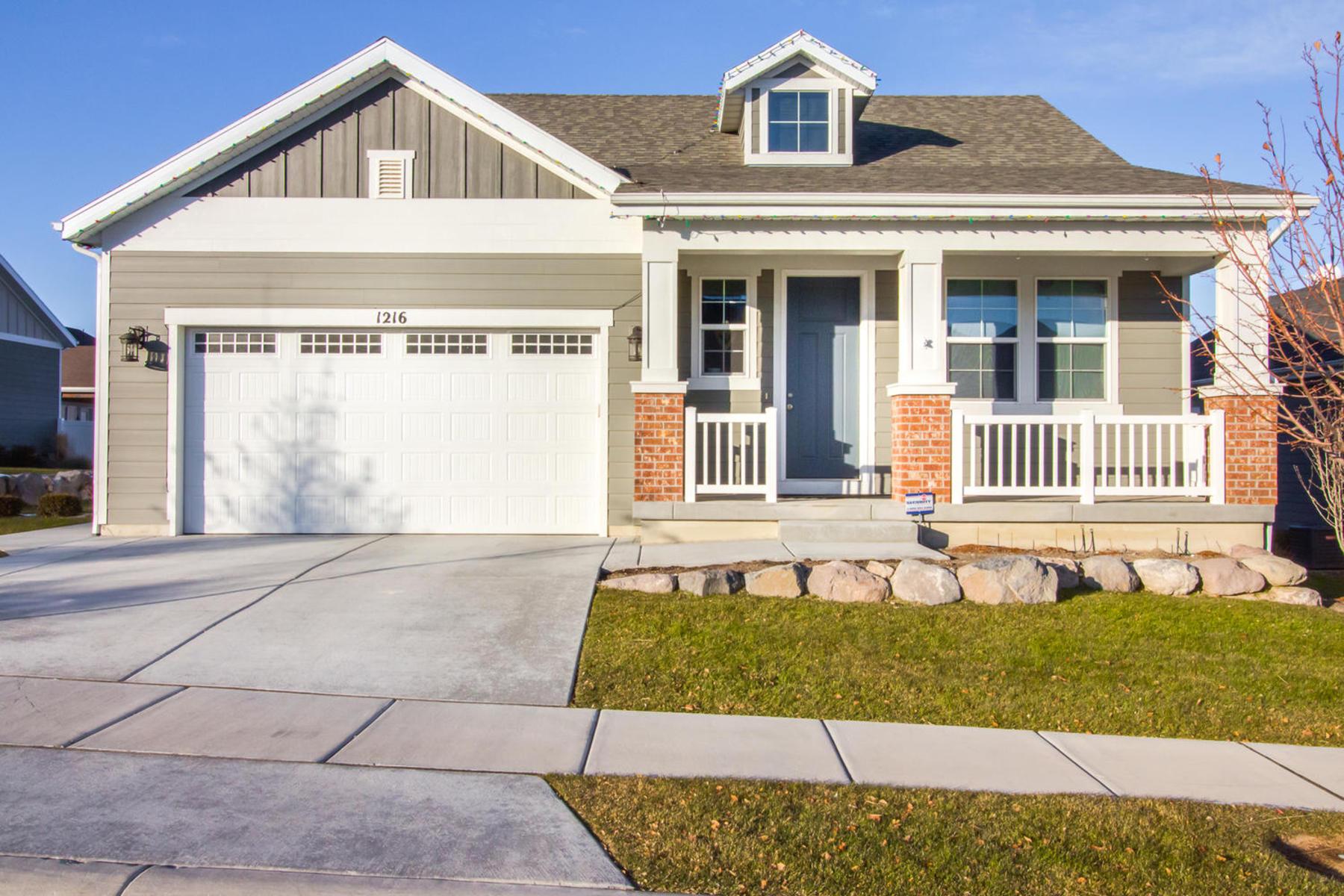 Maison unifamiliale pour l Vente à Absolute Perfection Awaits You 1216 W Samuel Holt Dr South Jordan, Utah 84095 États-Unis