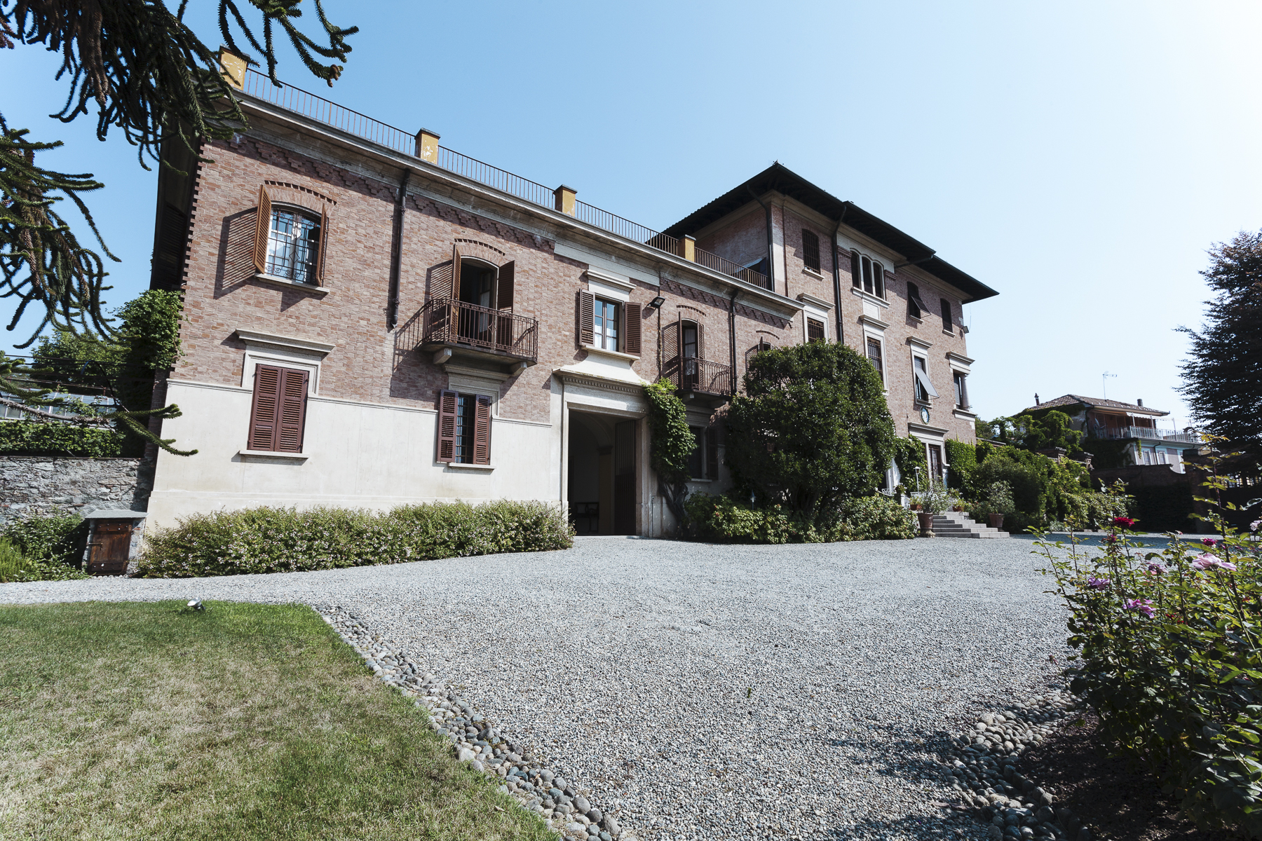 Additional photo for property listing at Unique Villa with swimming pool Piazza Rampone Other Biella, Biella 13883 Italien