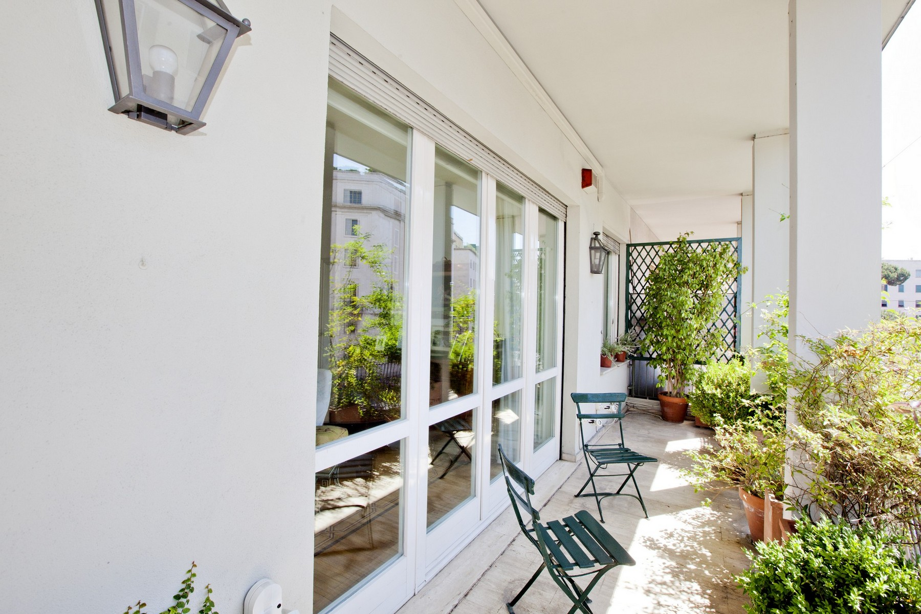 Additional photo for property listing at Splendid Rome Apartment Pietro Antonio Micheli Rome, Rome 00197 Italie