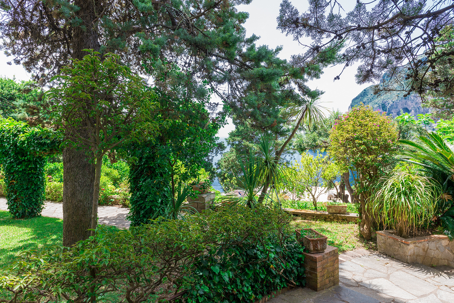 Additional photo for property listing at Villa in the heart of Capri Capri, Naples Italy