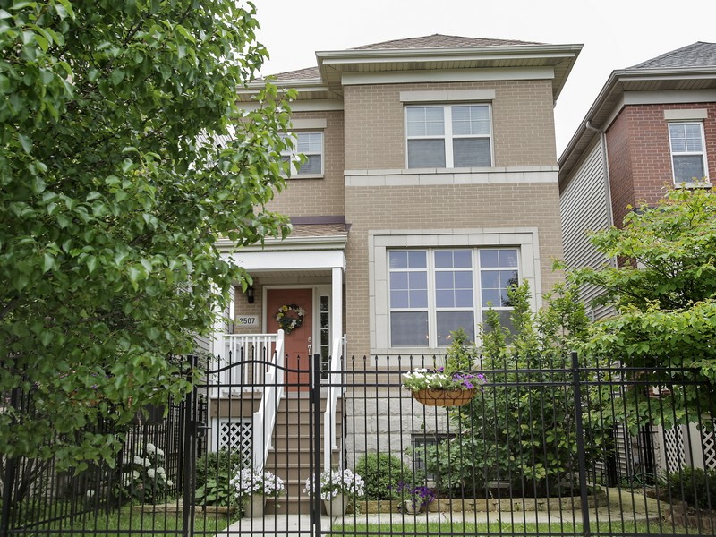 Villa per Vendita alle ore Immaculate, Energy Efficient Four Bedroom Home 2507 West Grenshaw Street Near West Side, Chicago, Illinois 60612 Stati Uniti