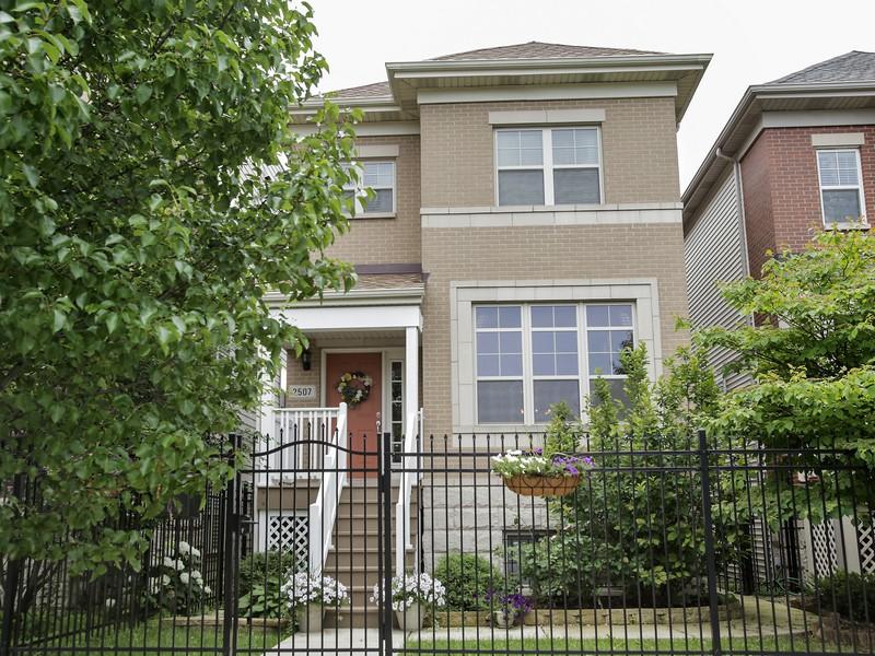 Maison unifamiliale pour l Vente à Immaculate, Energy Efficient Four Bedroom Home 2507 West Grenshaw Street Near West Side, Chicago, Illinois 60612 États-Unis