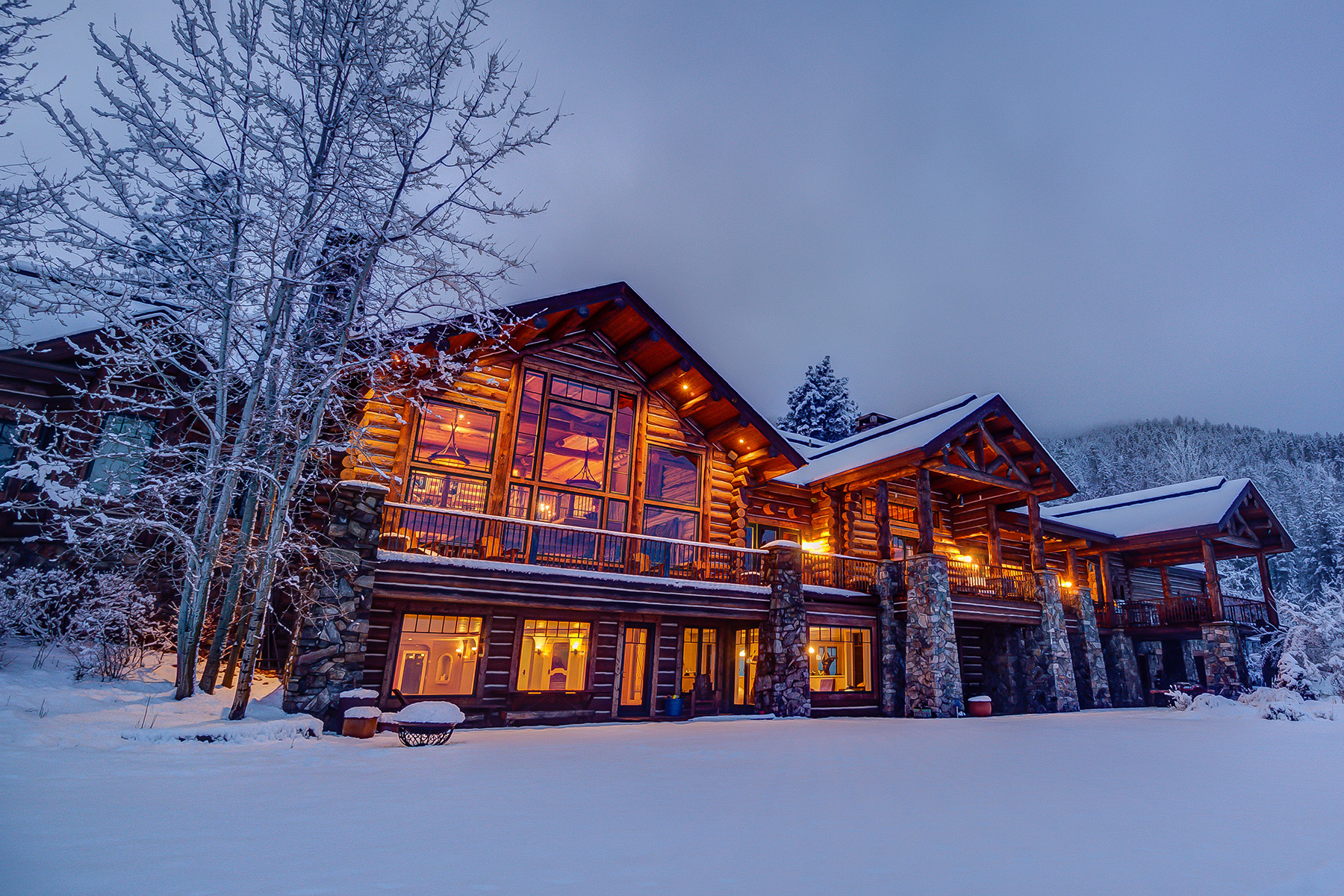Single Family Home for Sale at Exquisite Log Home 510 Indian Prairie Loop Victor, Montana 59875 United States