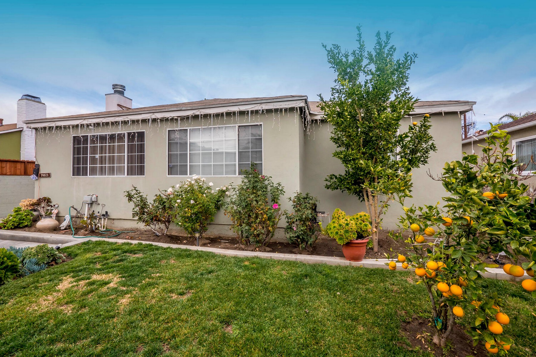 Single Family Home for Sale at 14621 Wyandotte 14621 Wyandotte St Van Nuys, California 91405 United States