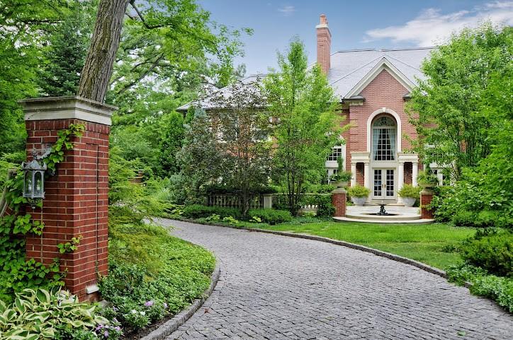 Nhà ở một gia đình vì Bán tại Masterpiece of Classic Architecture 690 Brierhill Road Deerfield, Illinois 60015 Hoa Kỳ