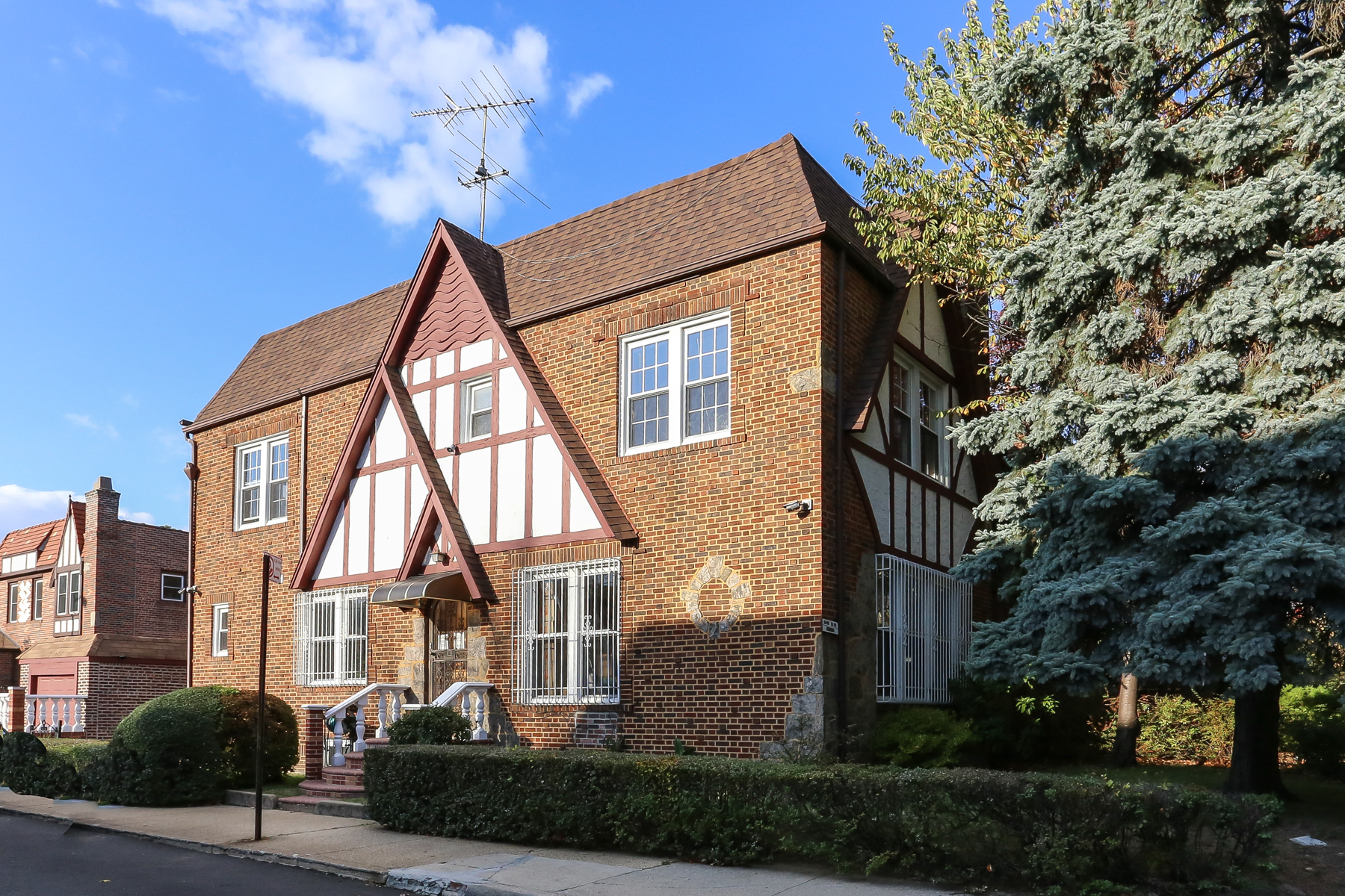 """Apartment for Rent at """"CENTER HALL TOWNHOUSE"""" Forest Hills, New York 11375 United States"""