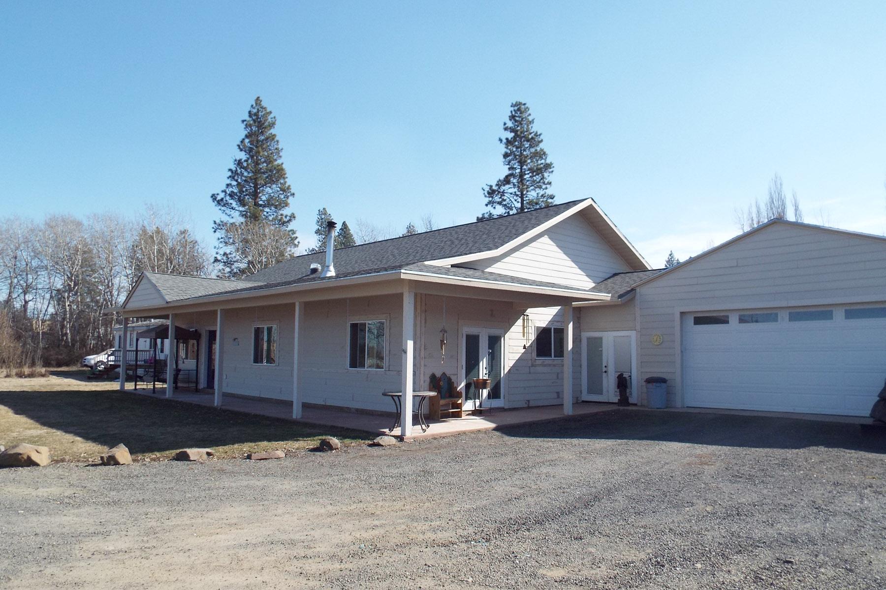 独户住宅 为 销售 在 Wonderful family home 1325 A Street Plummer, 爱达荷州 83851 美国