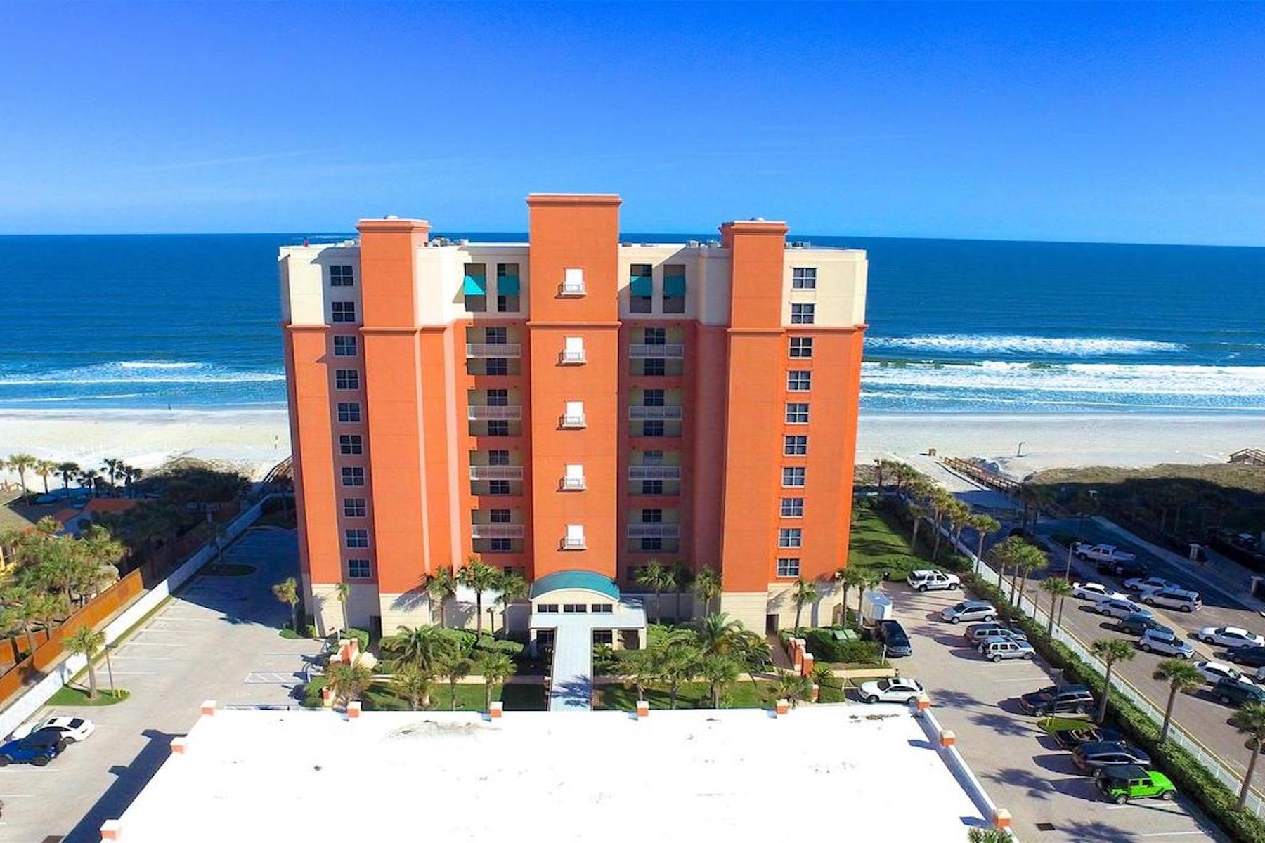Appartement en copropriété pour l Vente à Oceania Oceanfront 1415 N 1st Street Unit 305 Jacksonville Beach, Florida, 32250 États-Unis