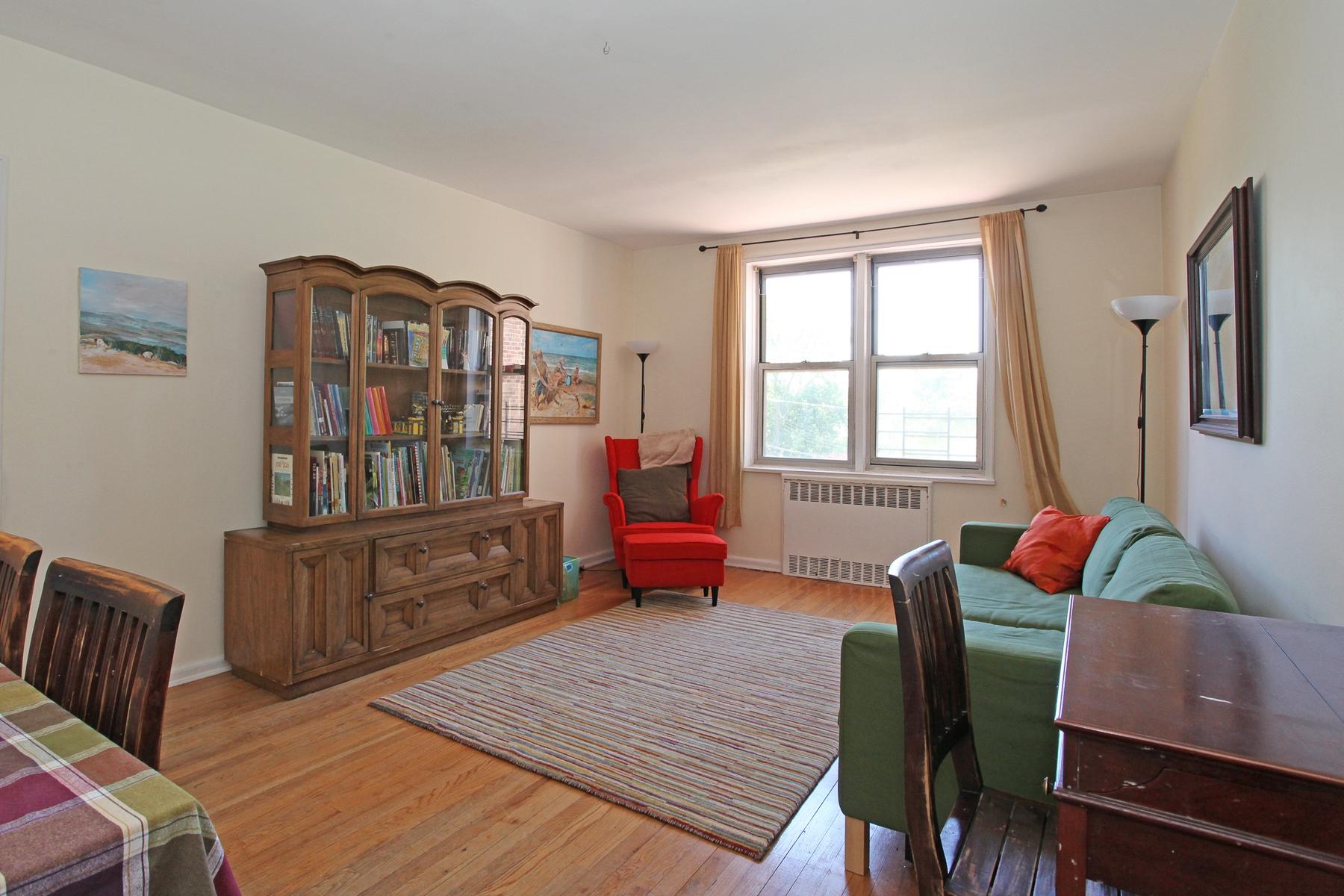 Кооперативная квартира для того Продажа на Spacious 1 BR with Great Light 5615 Netherland Avenue 2D Riverdale, Нью-Йорк 10471 Соединенные Штаты